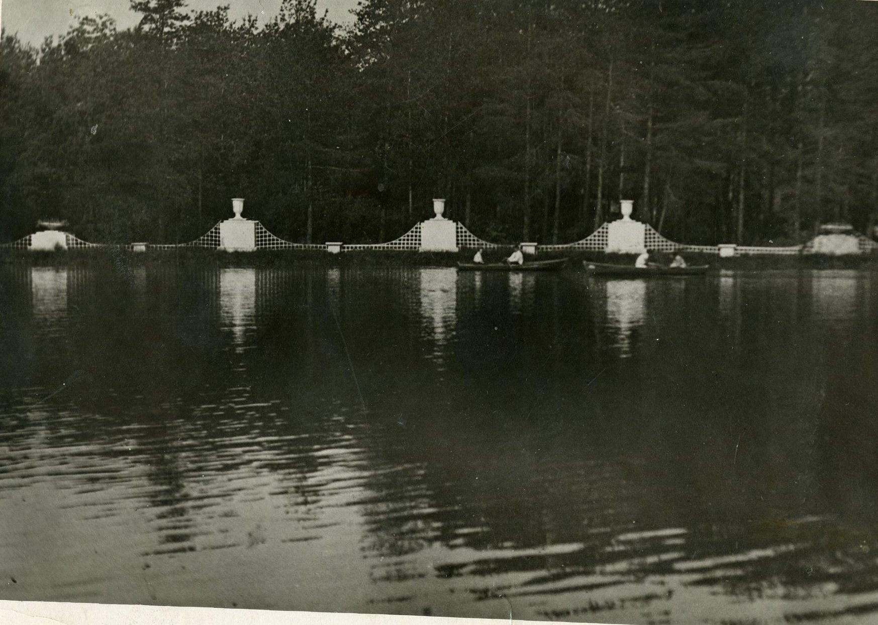 1936-1937. Большой пруд в Измайловском парке.