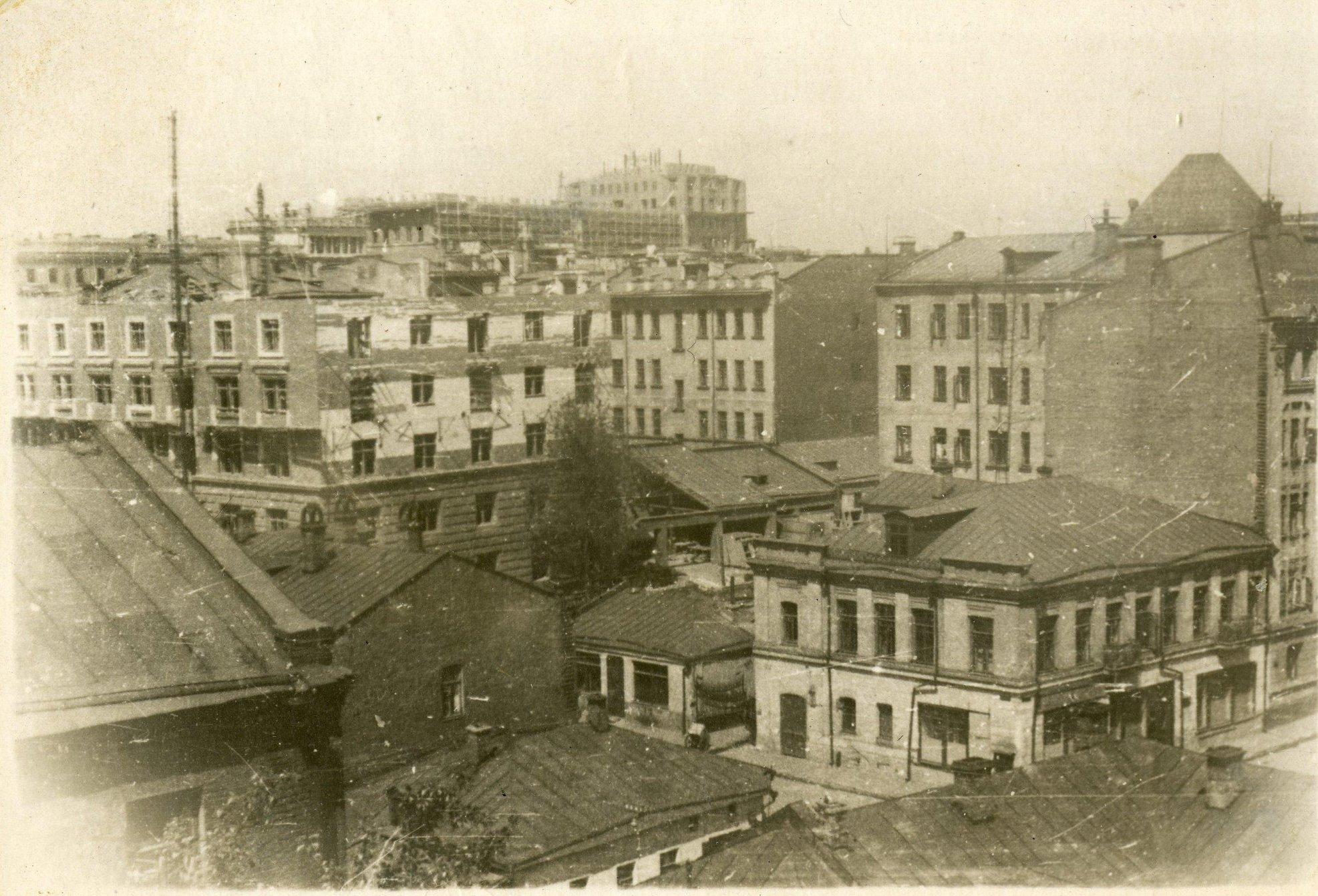 1939-1940.  Вид с крыши одного из домов на Большой Козихинский и Ермолаевский переулки