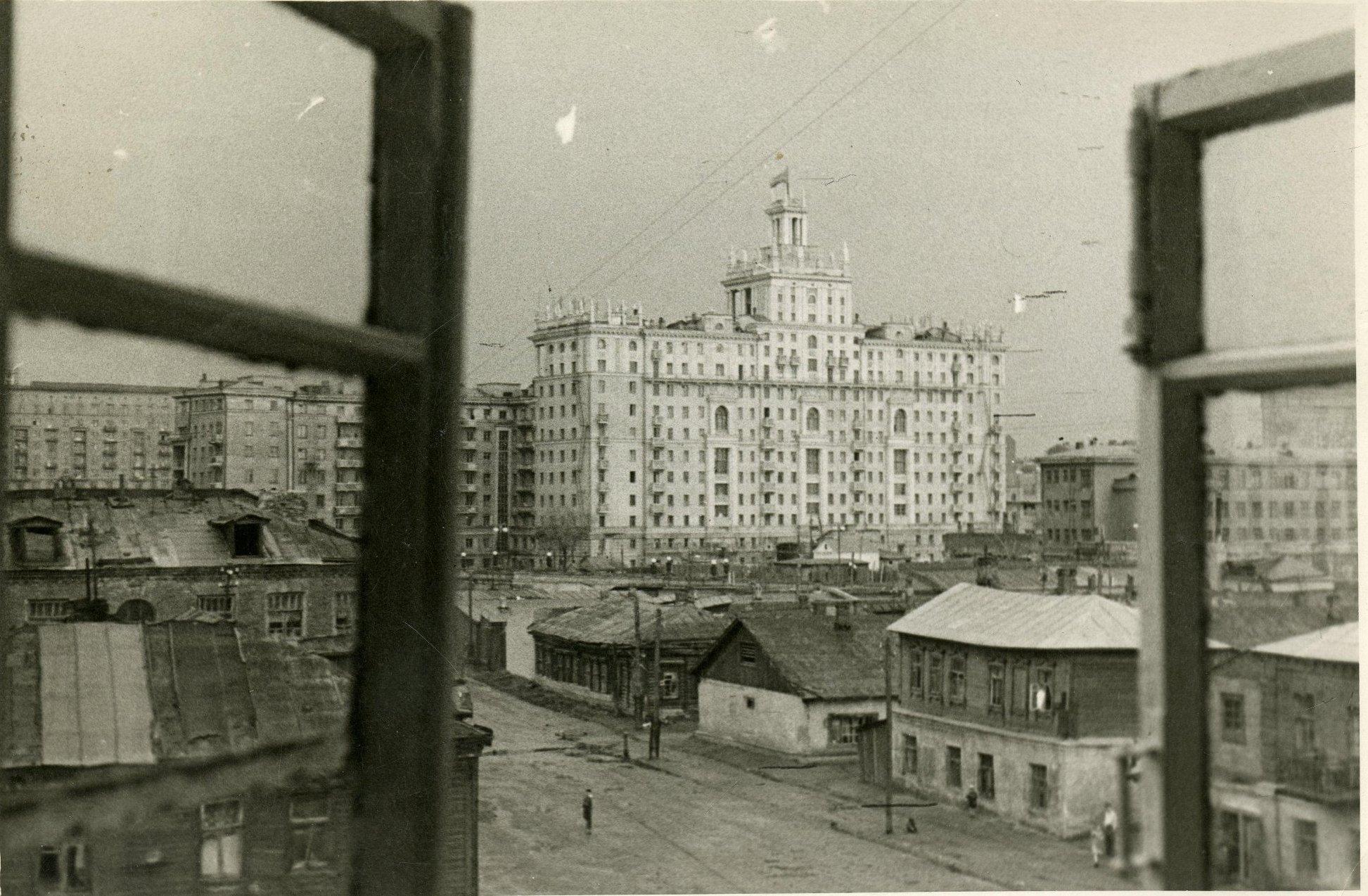 1952-1954. Вид на район вокруг Киевского вокзала.