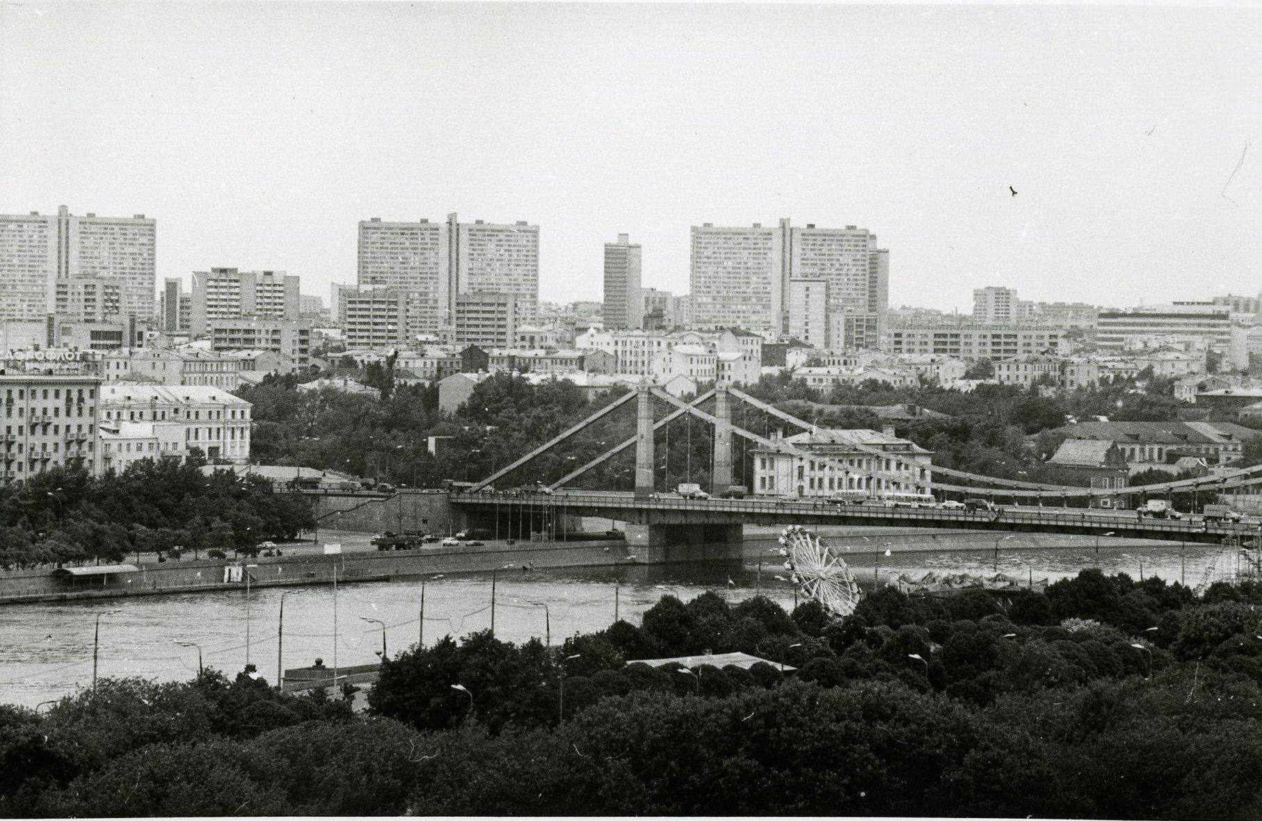 1970-е.  Вид с колеса обозрения в ЦПКиО им. Горького в сторону Крымского моста