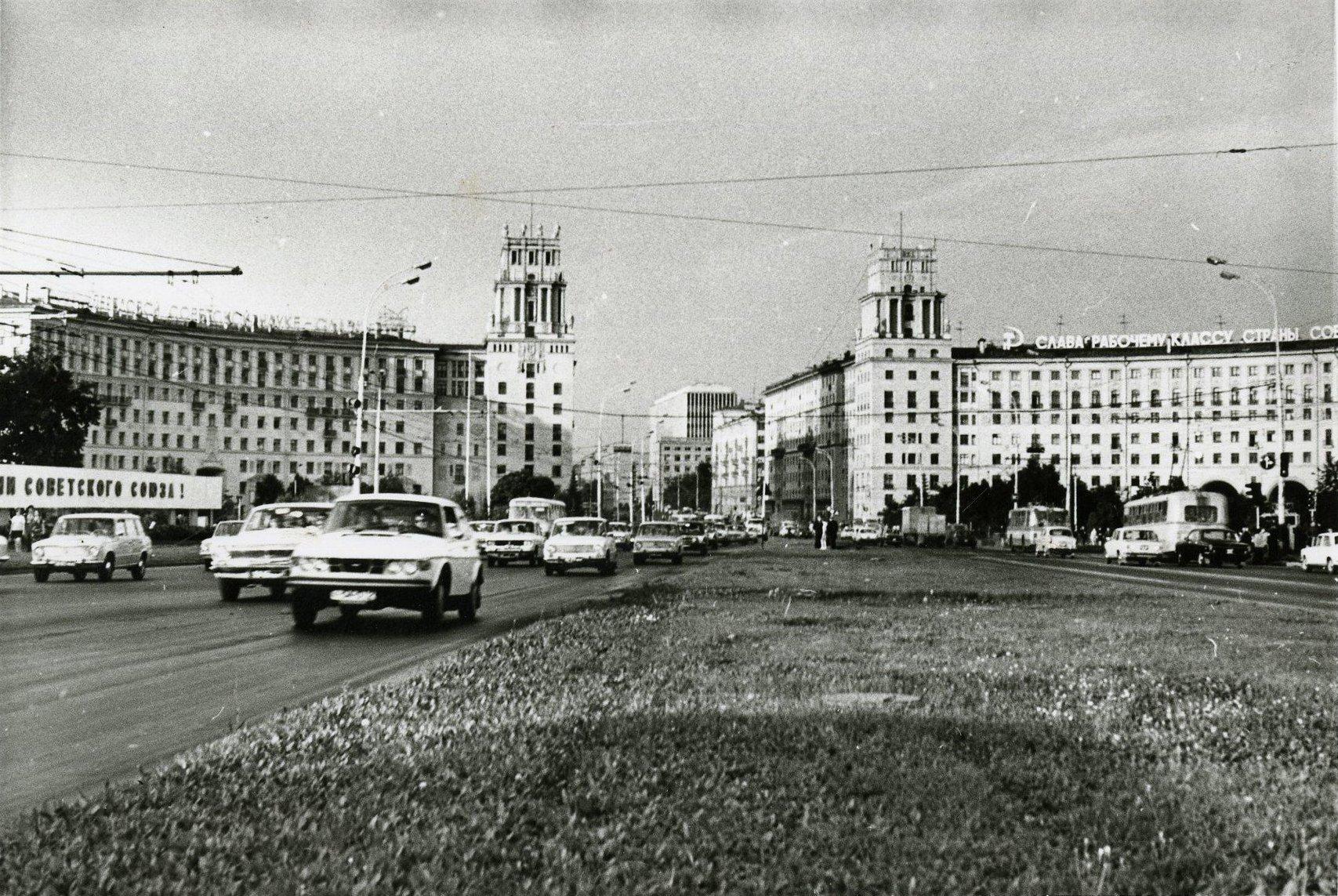 1970-е. Вид на площадь Гагарина (в сторону центра)2