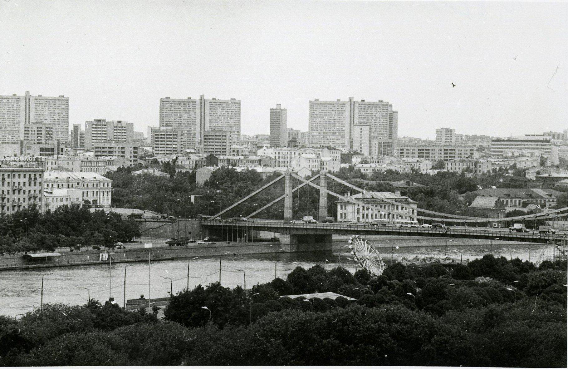 1970-е. Вид с колеса обозрения в ЦПКиО им. Горького в сторону Крымского моста.