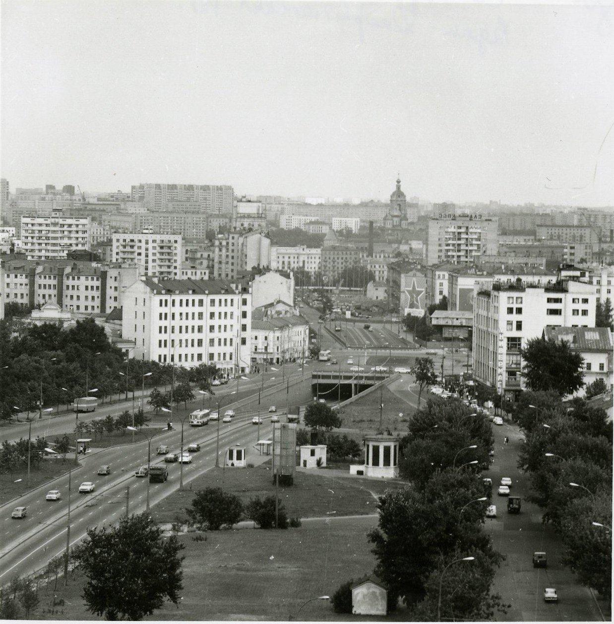 1970-е. Вид со здания института стали и сплавов в сторону Добрынинской площади.