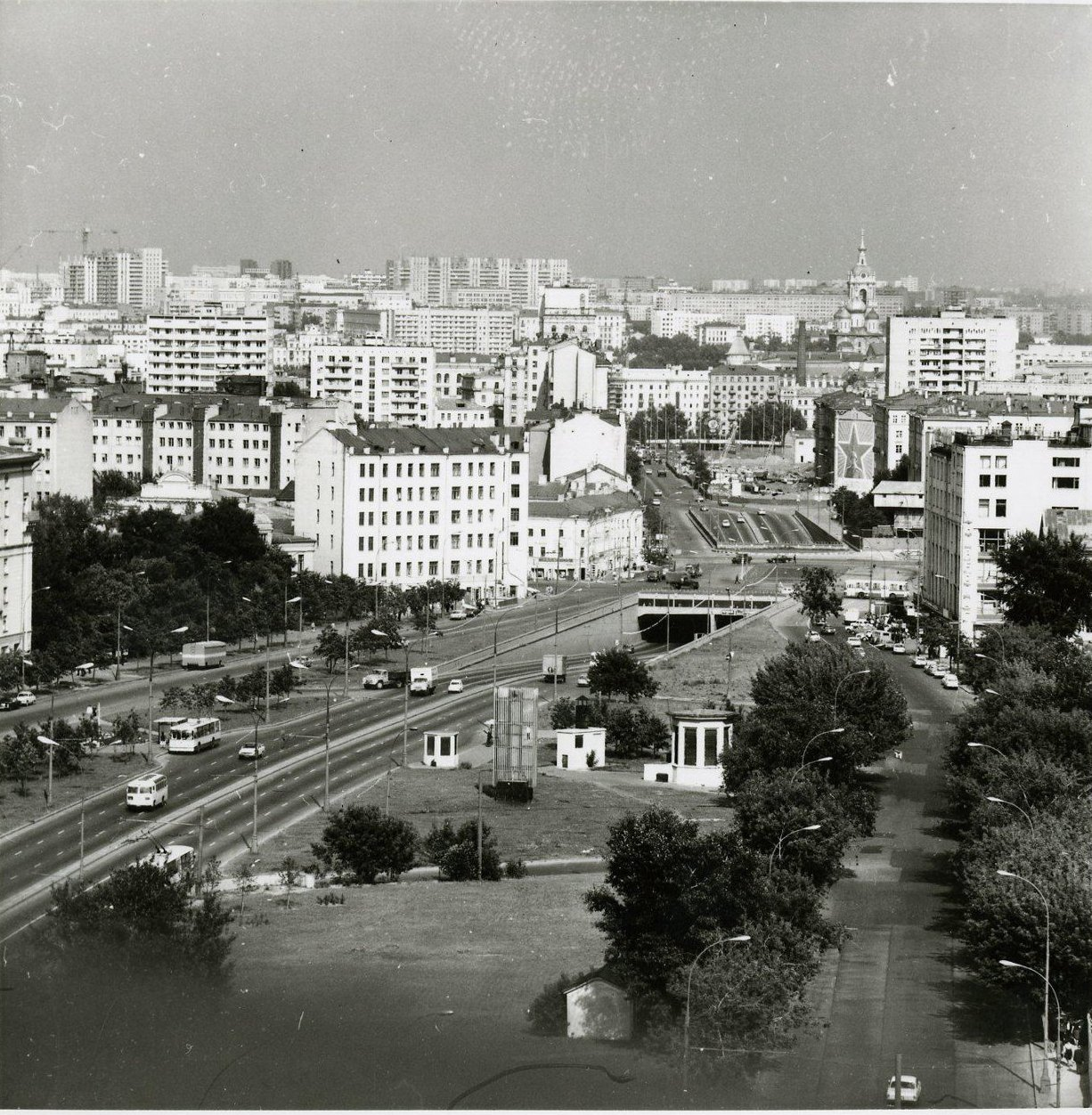 1970-е. Вид со здания института стали и сплавов в сторону Добрынинской площади