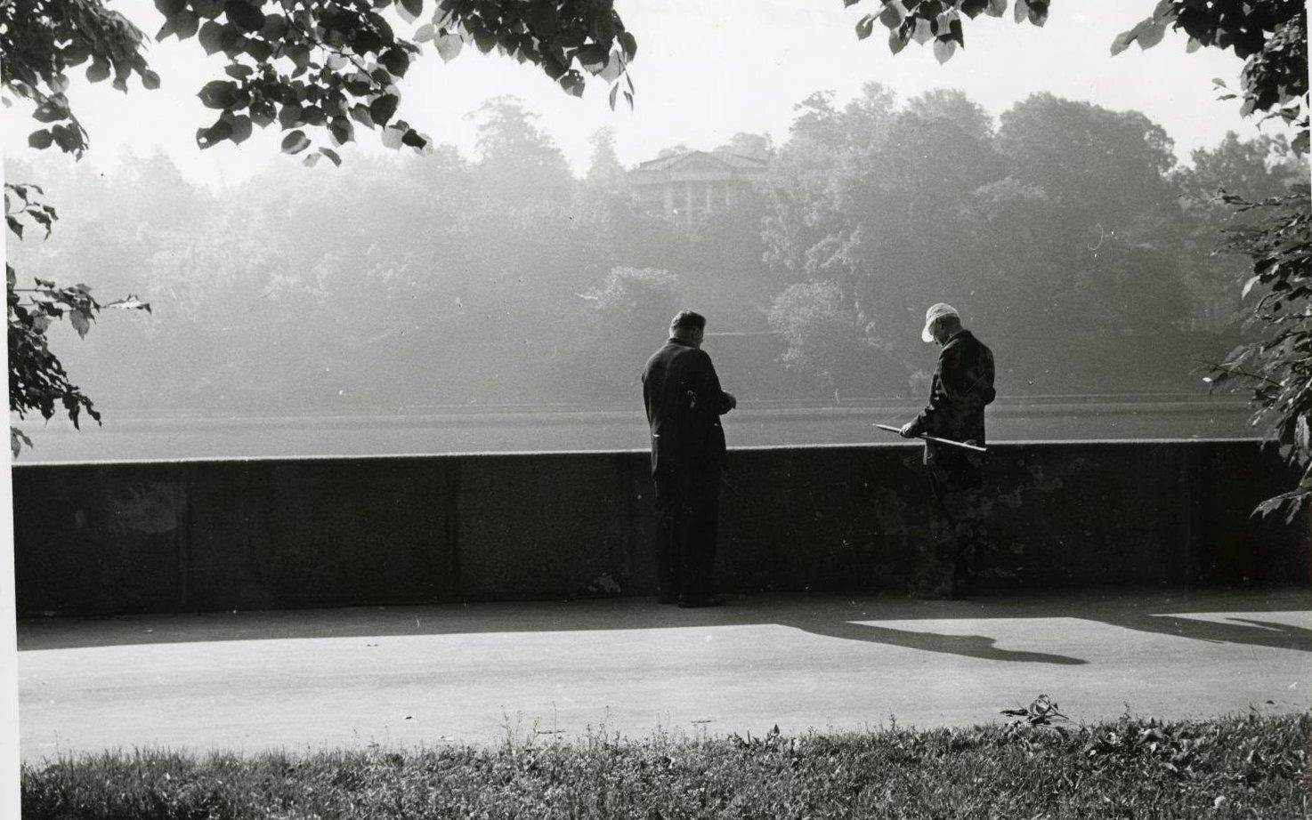 1970-е. Рыбаки на Фрунзенской набережной.