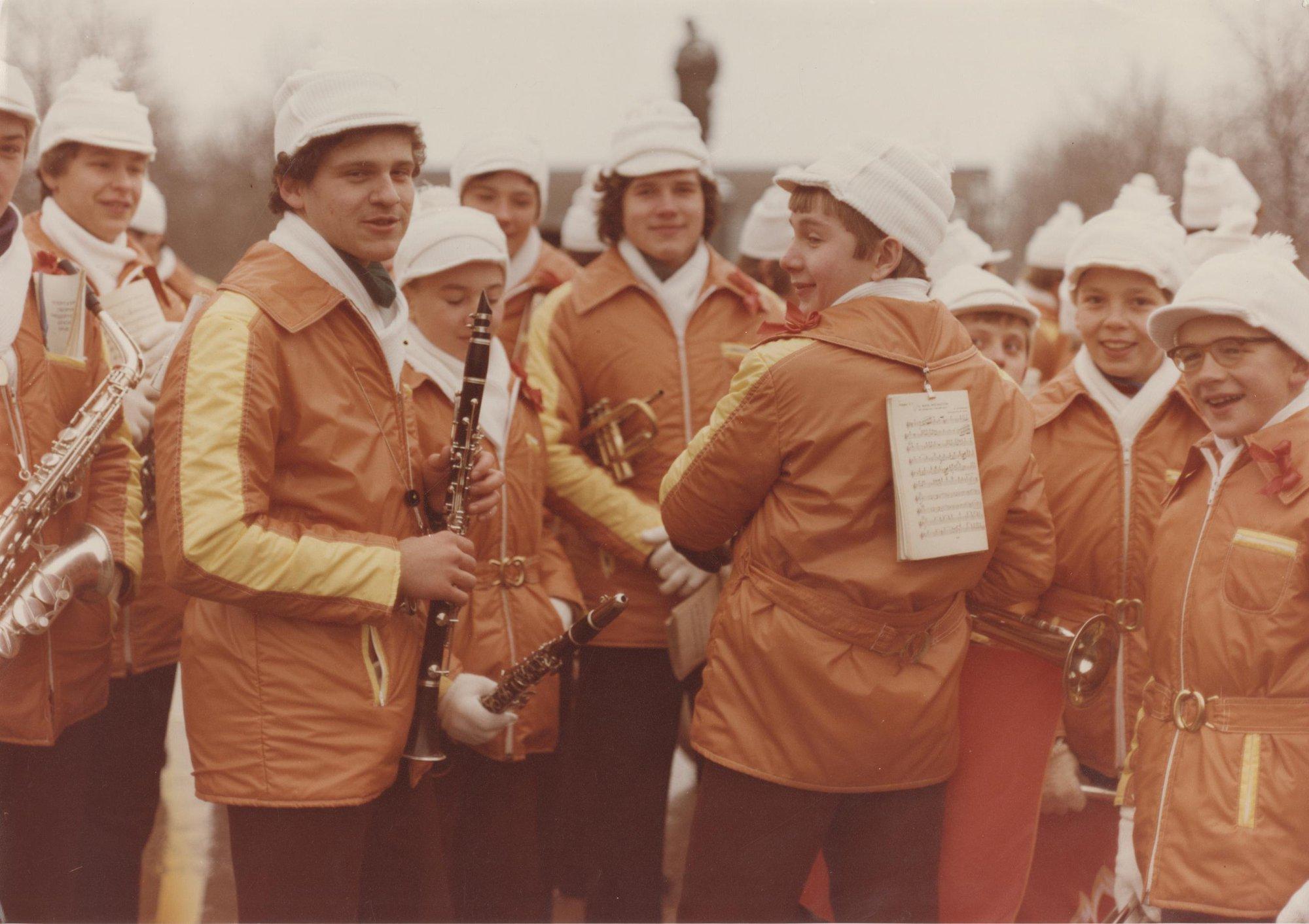 1980-е. Детский оркестр на Пушкинской площади в день 7 ноября