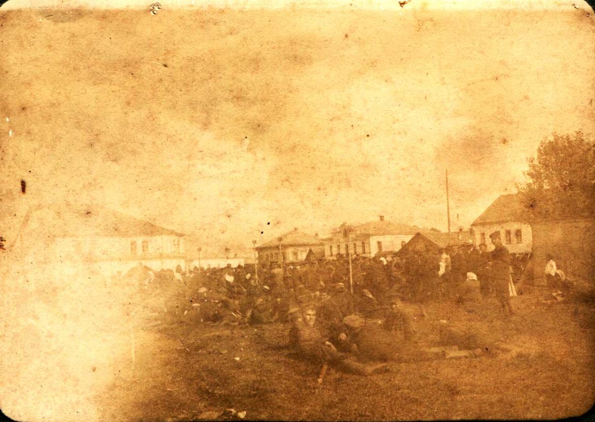Солдаты, расквартированные под небом Осташкова