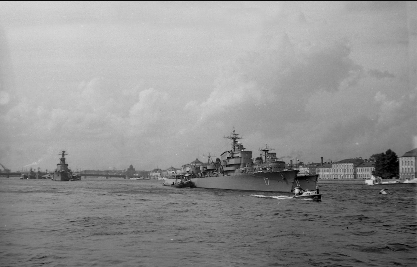 01.На переднем плане пара эсминцев «Uppland» и «Visby»