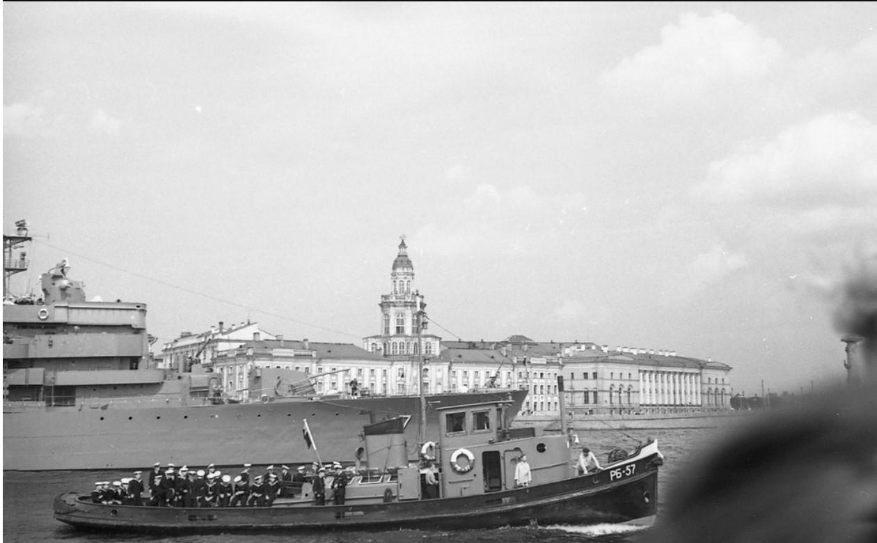 08. Доставка на берег шведских матросов при помощи буксира РБ-57
