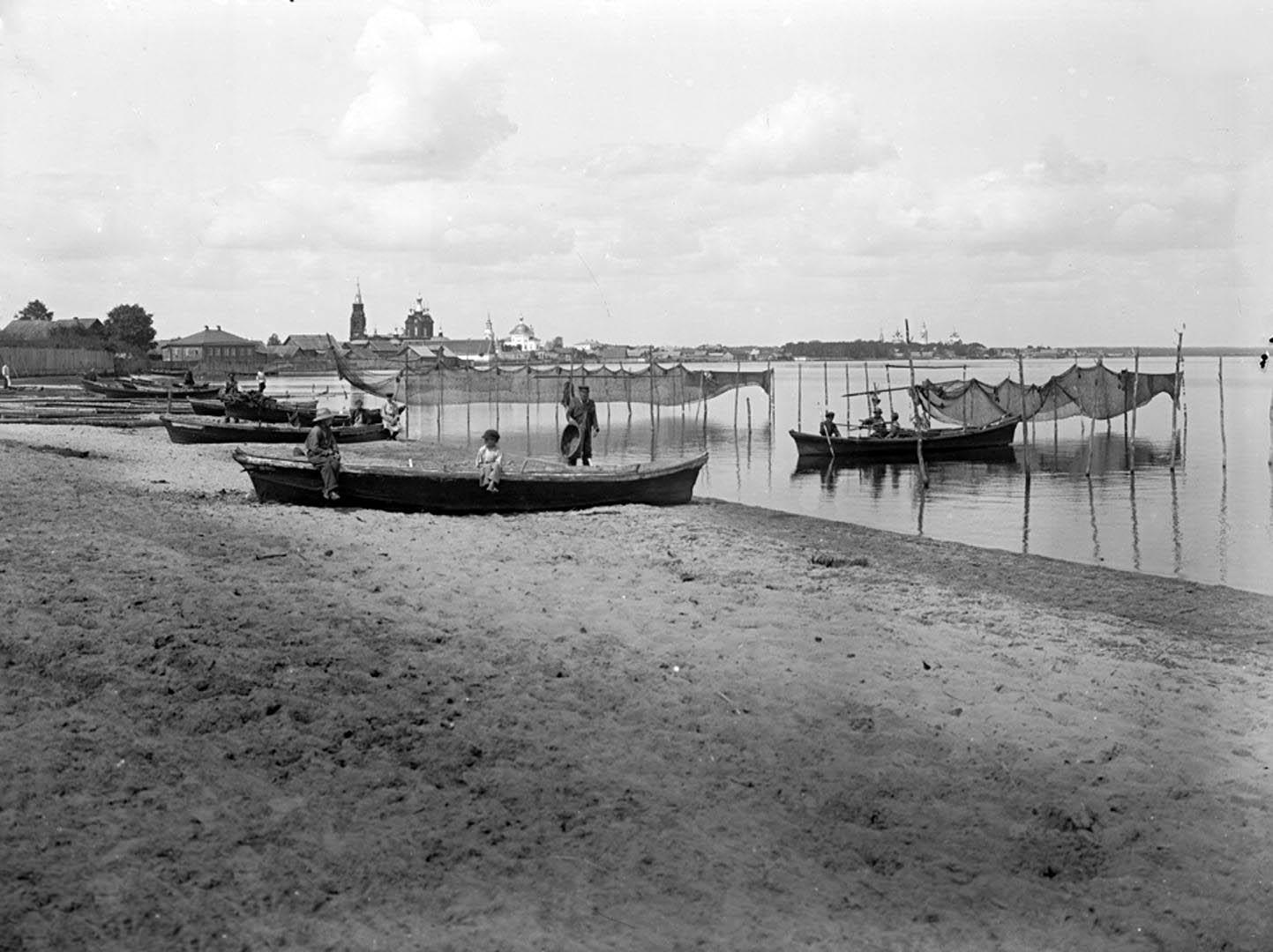 Общий вид города Осташкова и озера Селигер. 1903