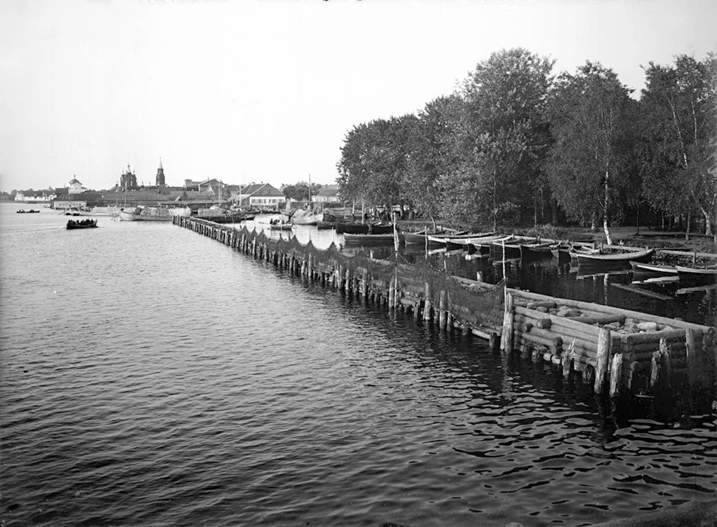Общий вид набережной и гавани города Осташкова. 1903.1