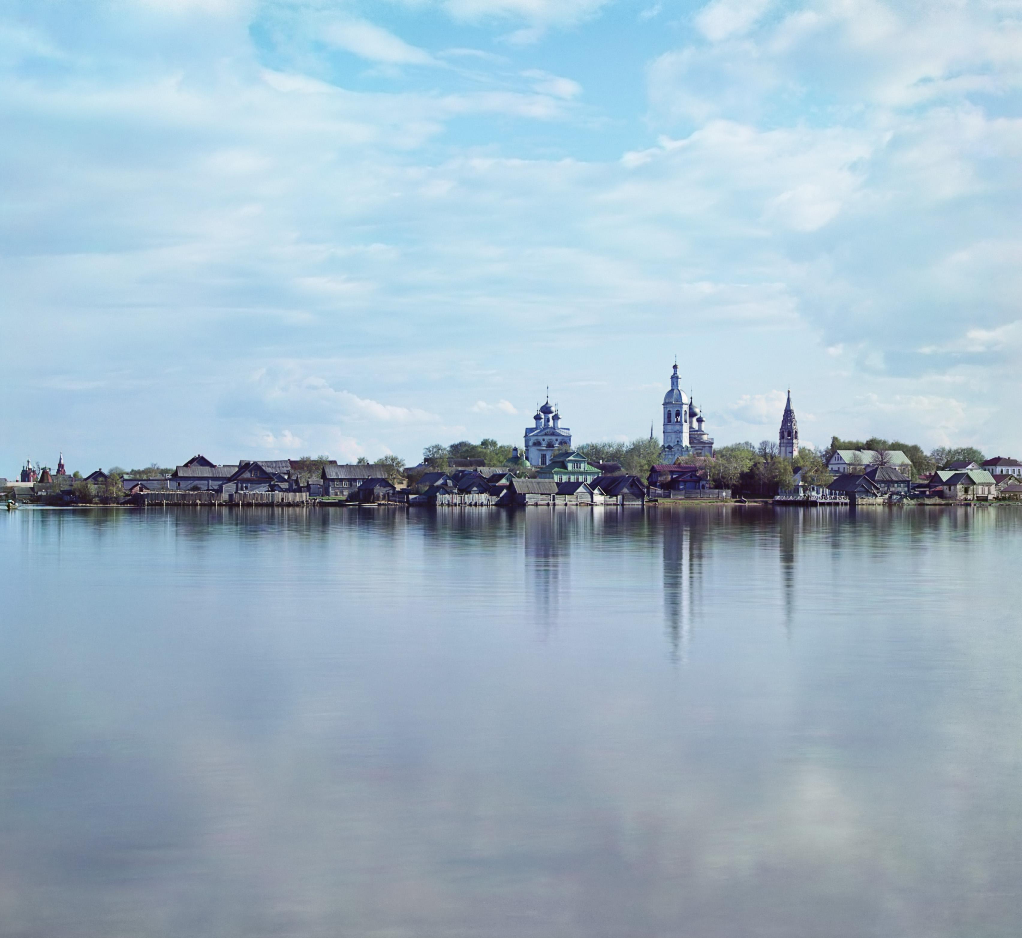 Вид города Осташкова с Вороньего острова.