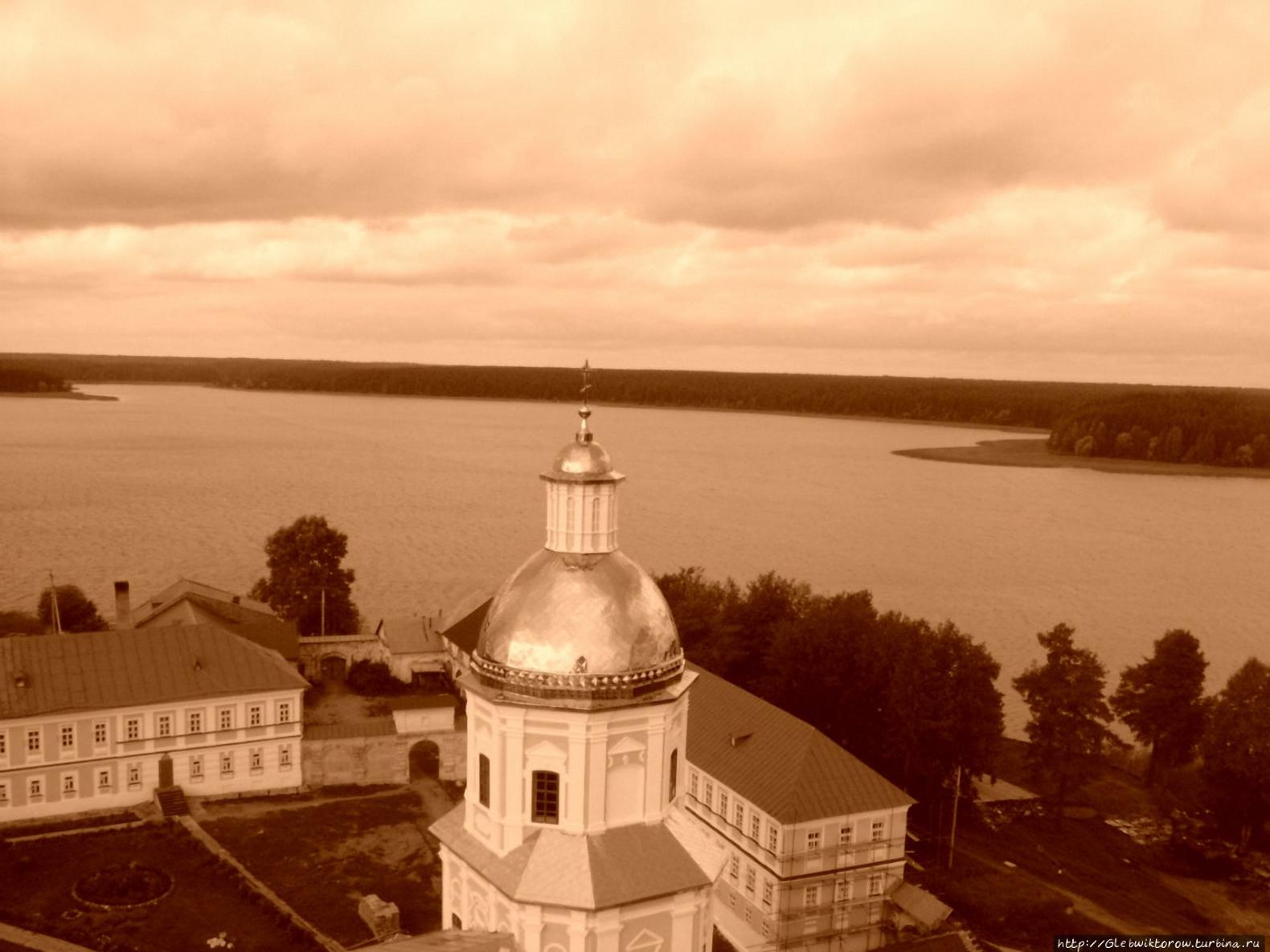 Виды с монастырской колокольни на Осташков и Селигер