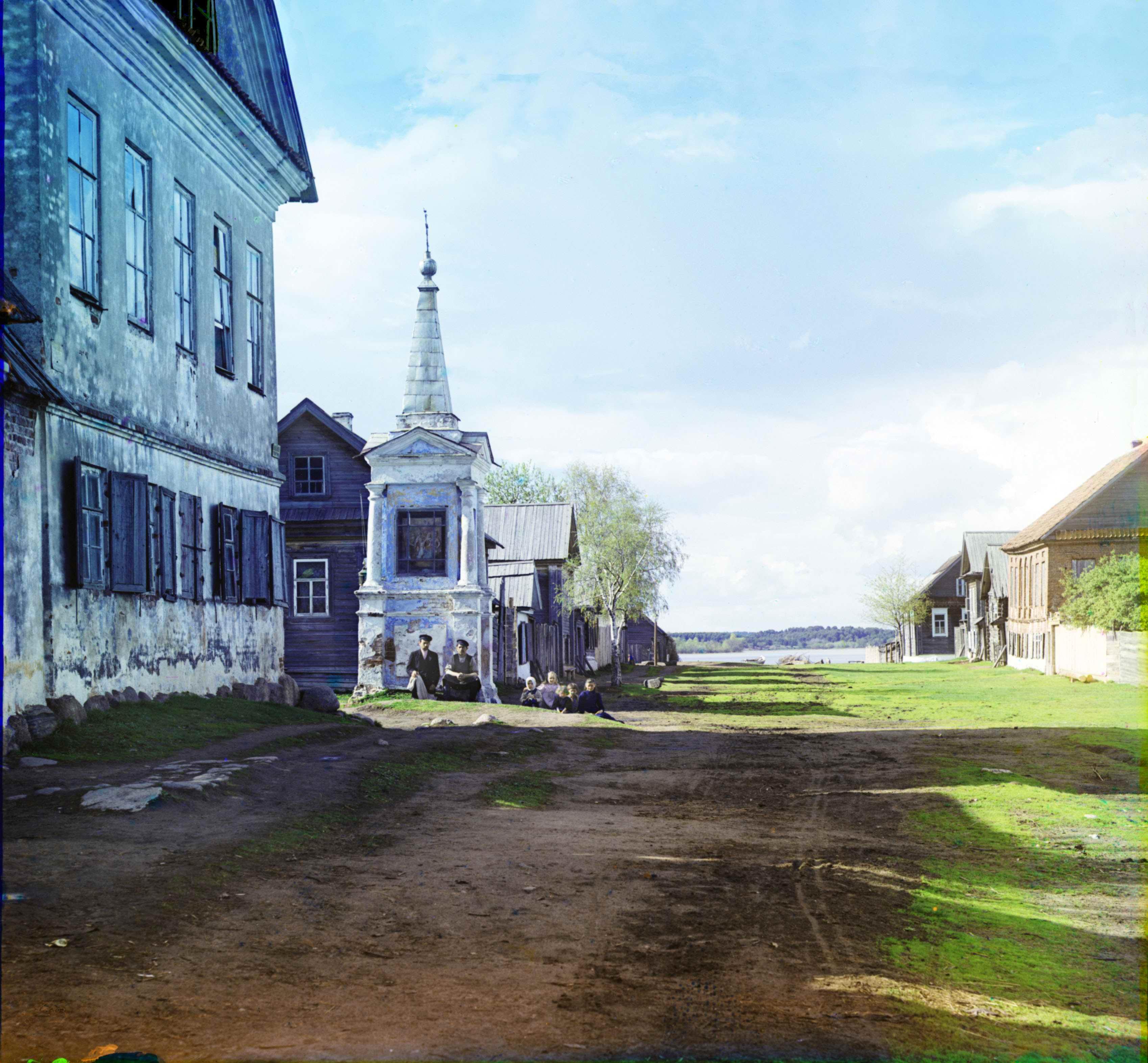 Старинная часовня на улице г. Осташкова, у берега озера Селигер