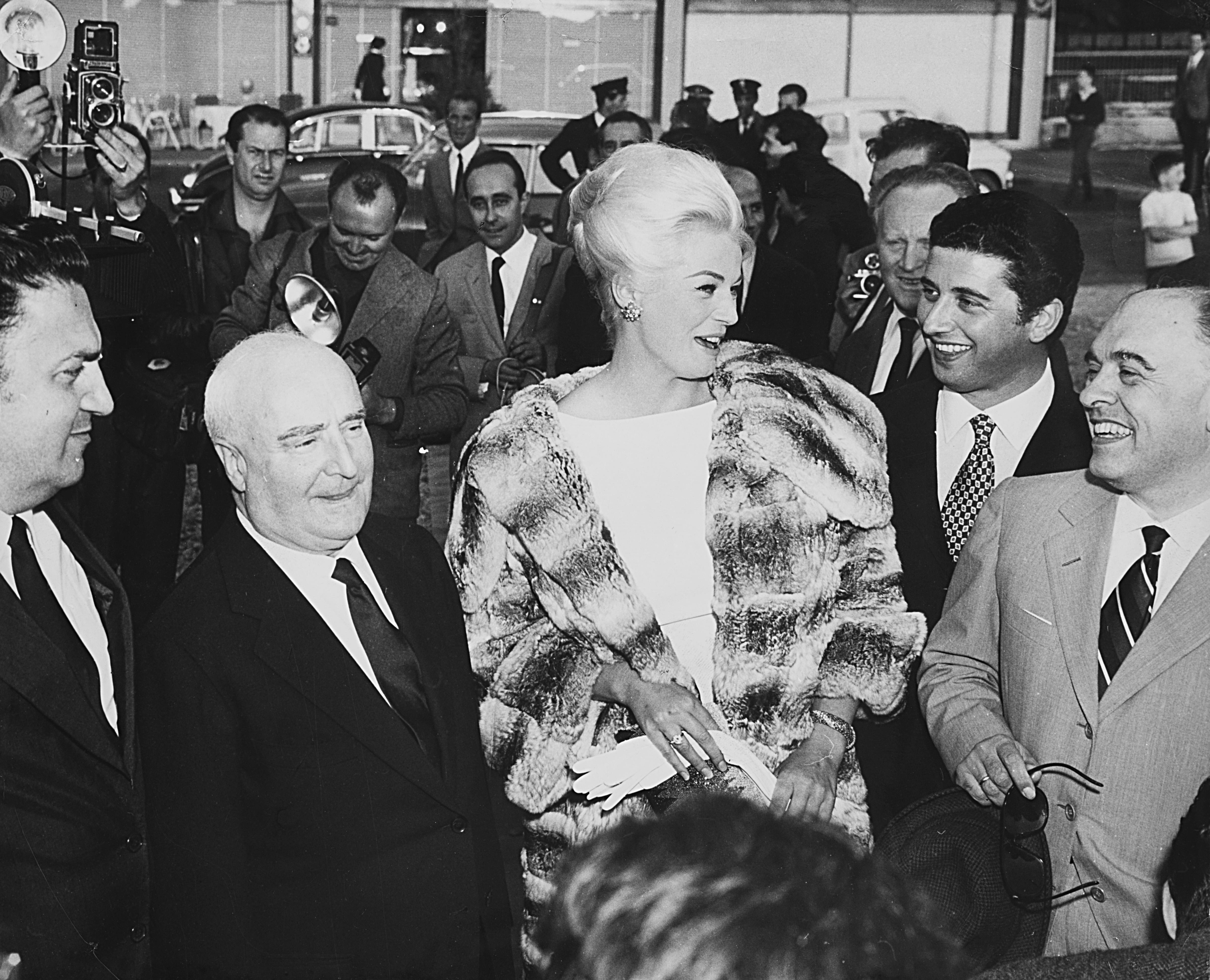 1960. Анита Экберг, Федерико Феллини, Карло Понти и Риццоли