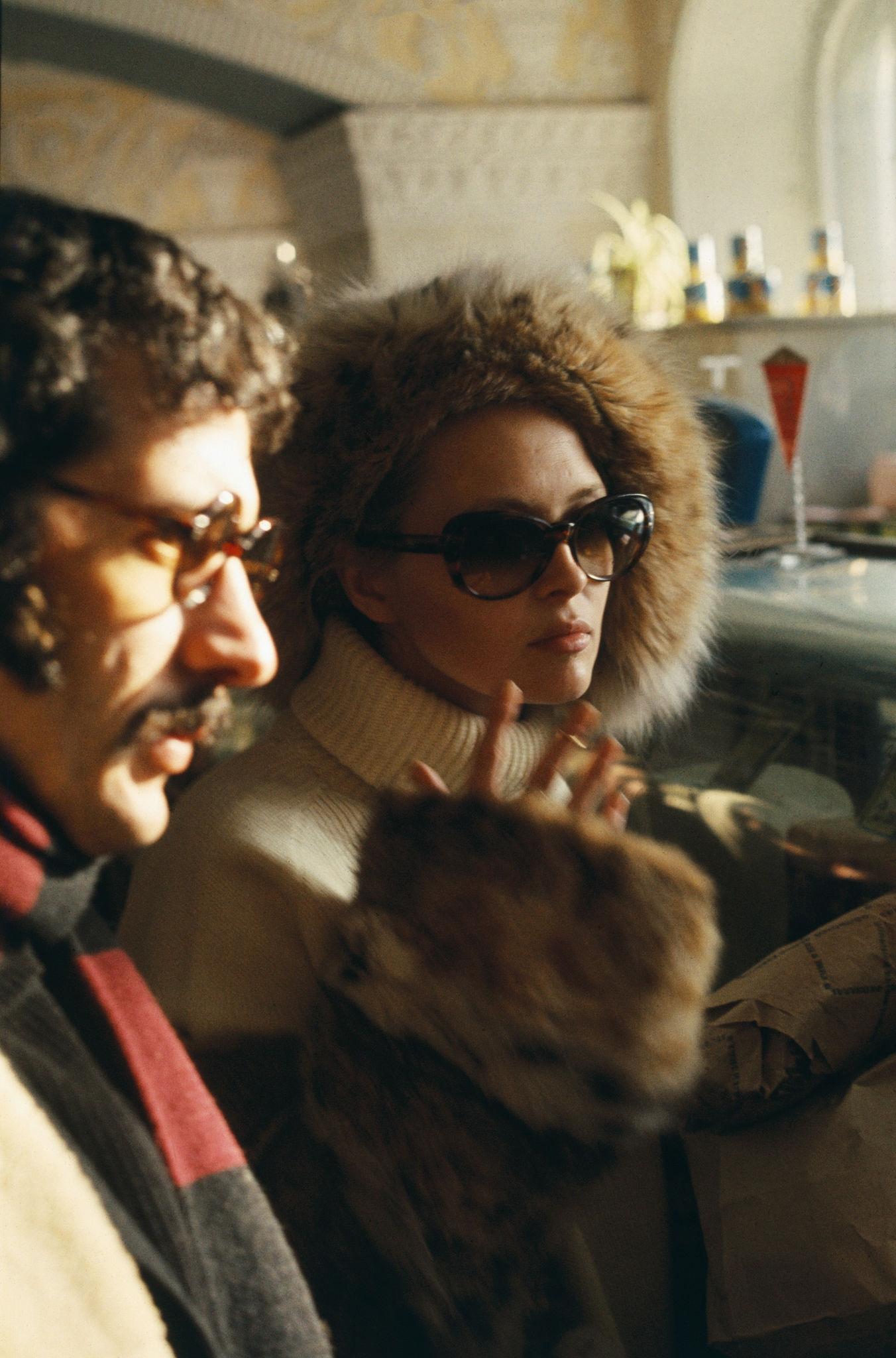 1968. Фэй Данауэй и Джерри Шацберг в ГУМе