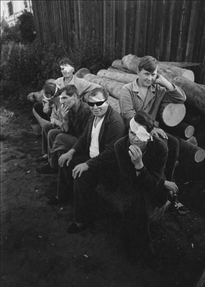 1960.  «Пациенты глазного отделения»