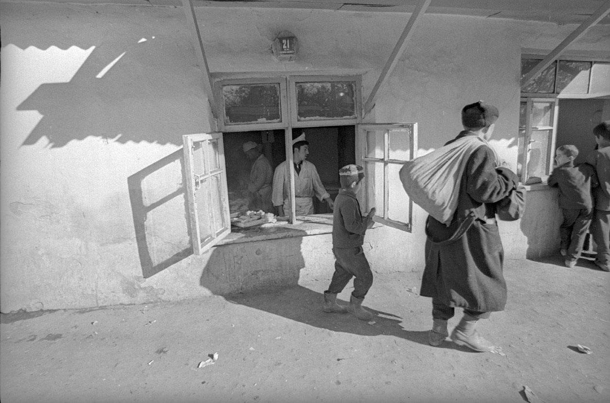 1970. Окно чайханы