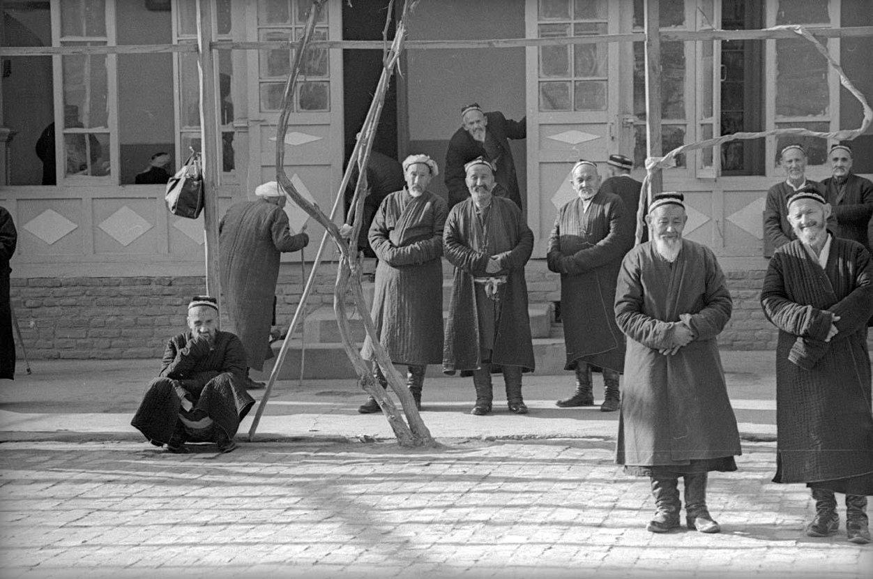 1970. Рамадан. Во дворе мечети. Ташкент