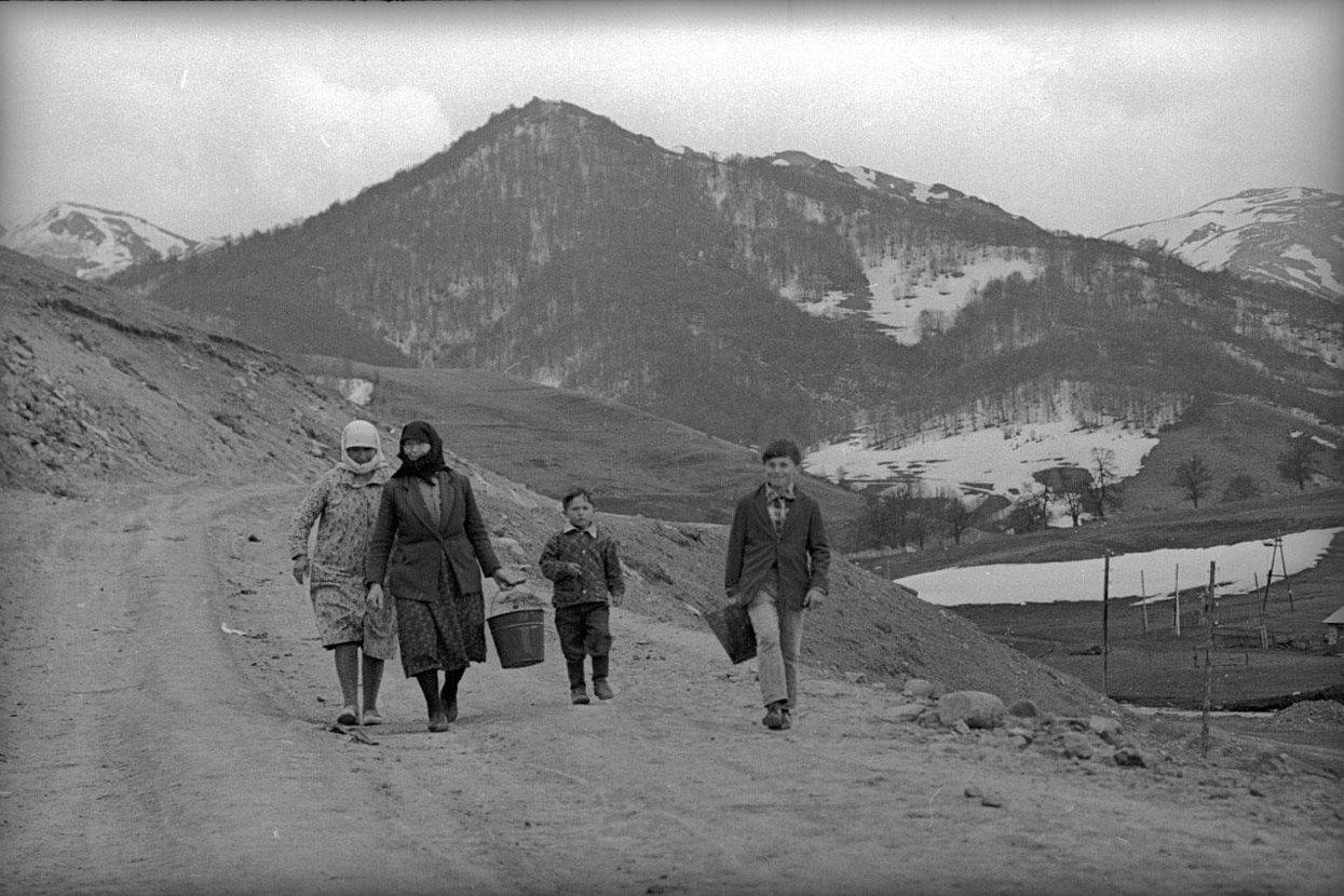 1971. Гуджарети. Дорога