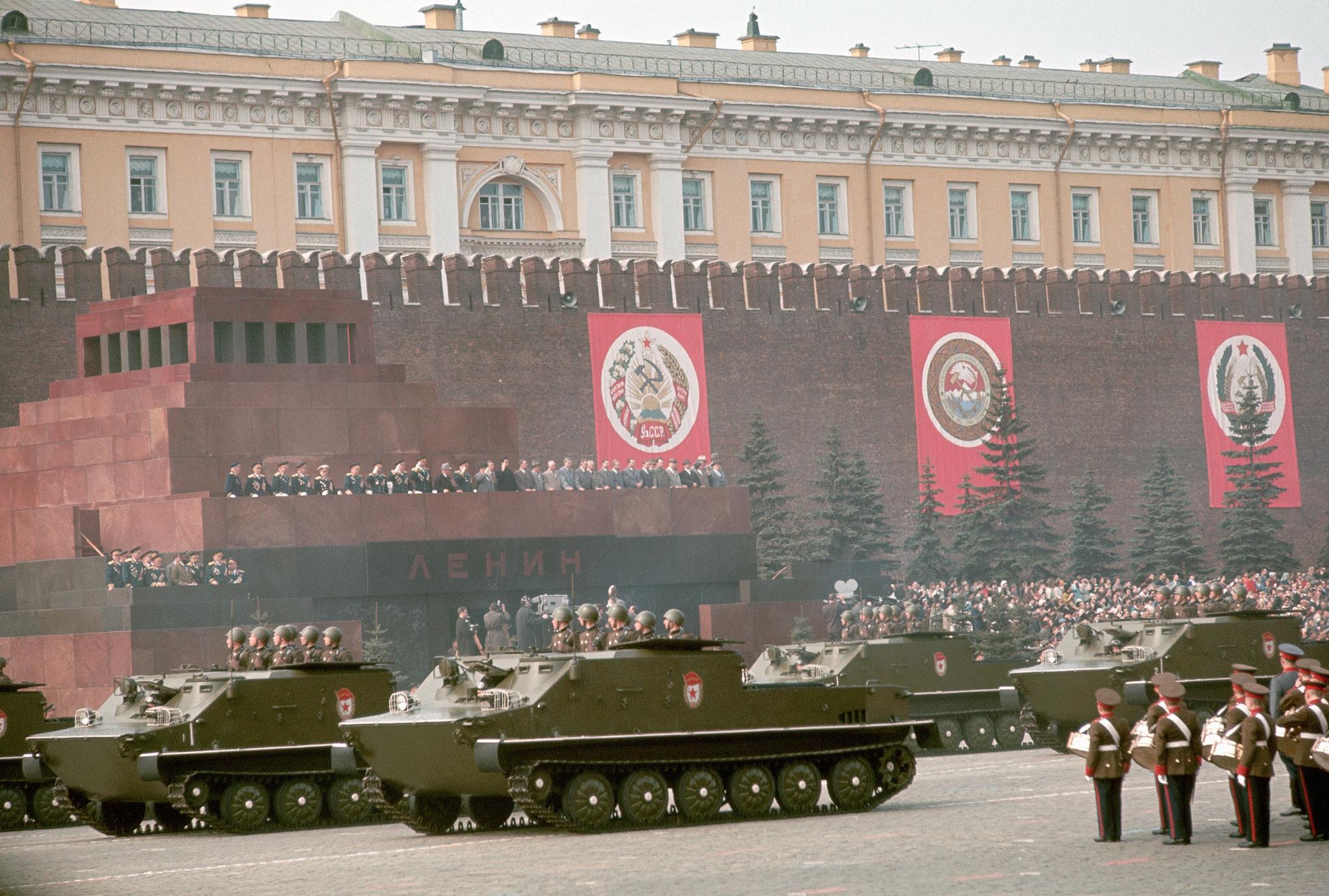 1964. Москва. Парад военной техники на Красной площади 1 мая.