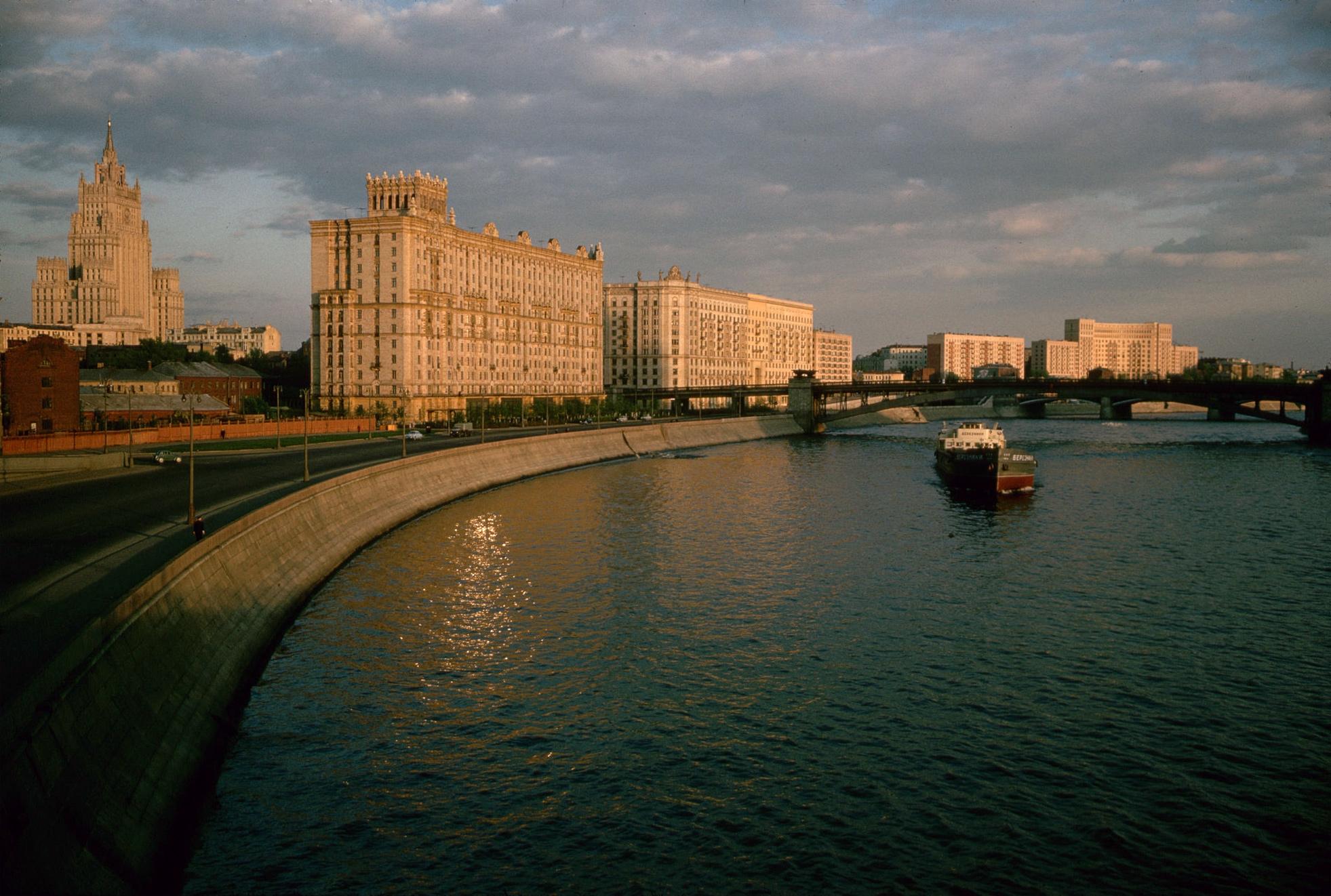1964. Москва. Смоленская набережная