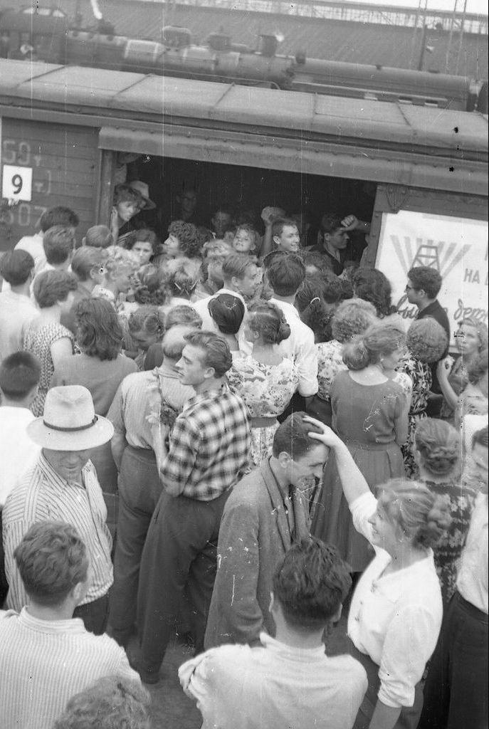 654930 Станция «Московская-Товарная», проводы на целину4