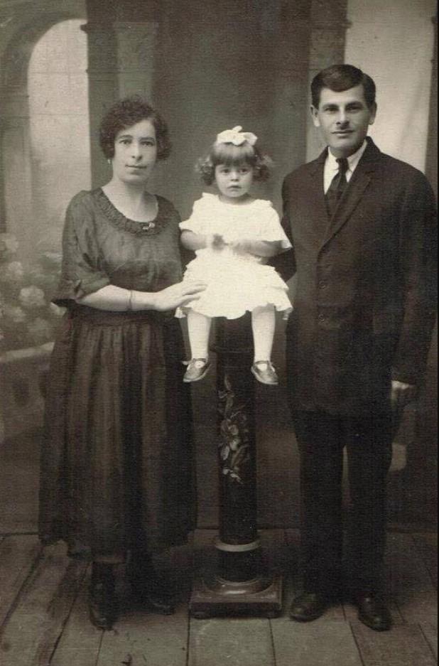 Хинда Червончик и Аарон Косяк с дочерью Хедой