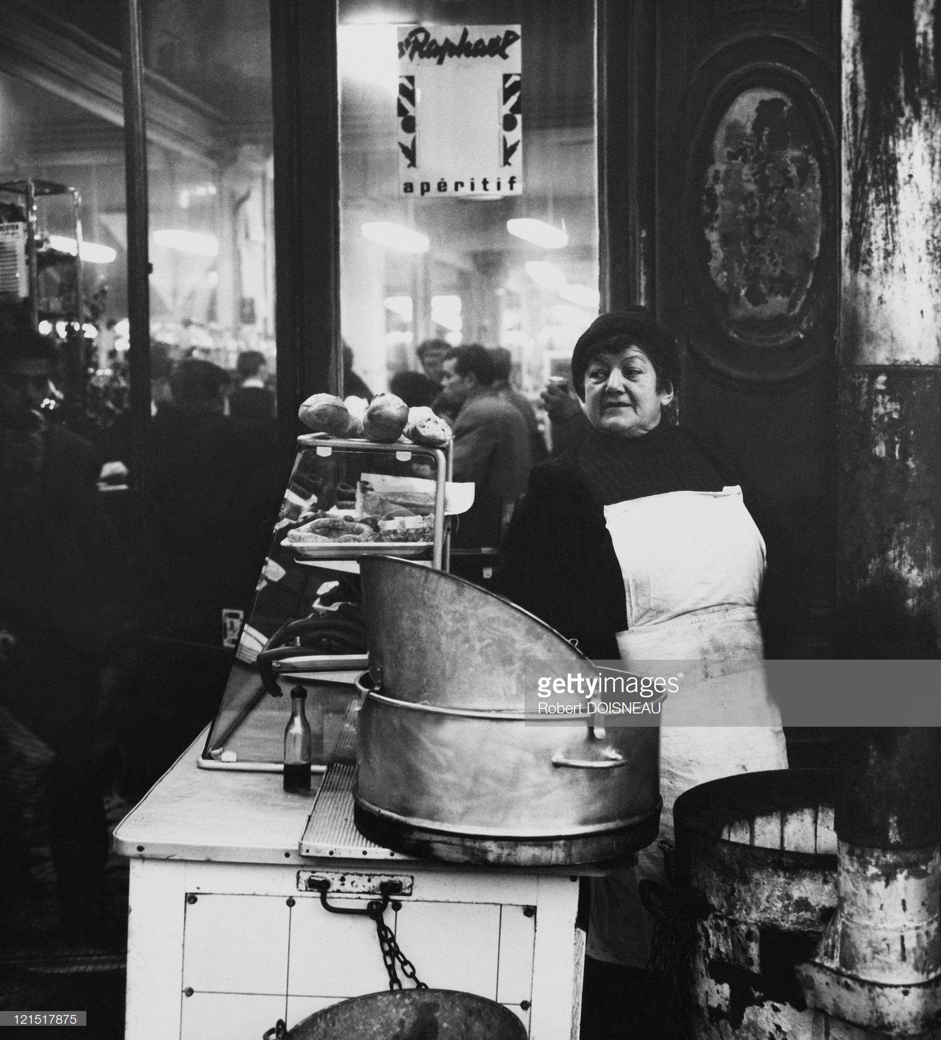 1960. Ле-Аль. Продавщица сандвичей и чипсов
