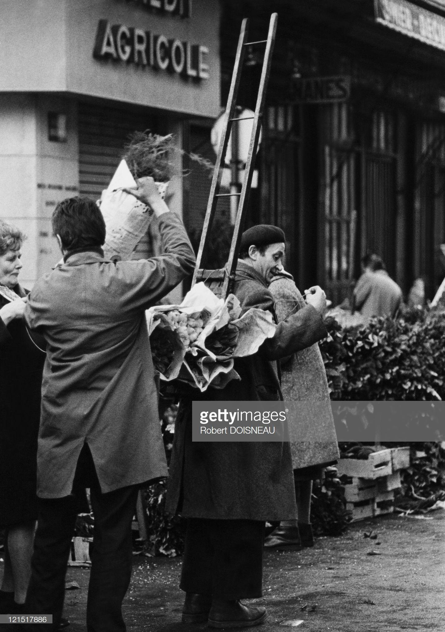 1960. Ле-Аль. Фермеры возле фермерского банка