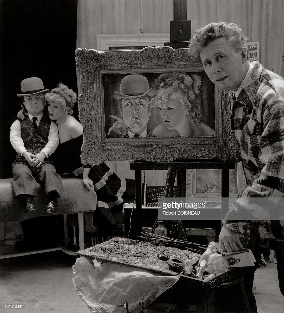 1954. Художник делает портрет Пьераля, самого знаменитого карлика французского кино