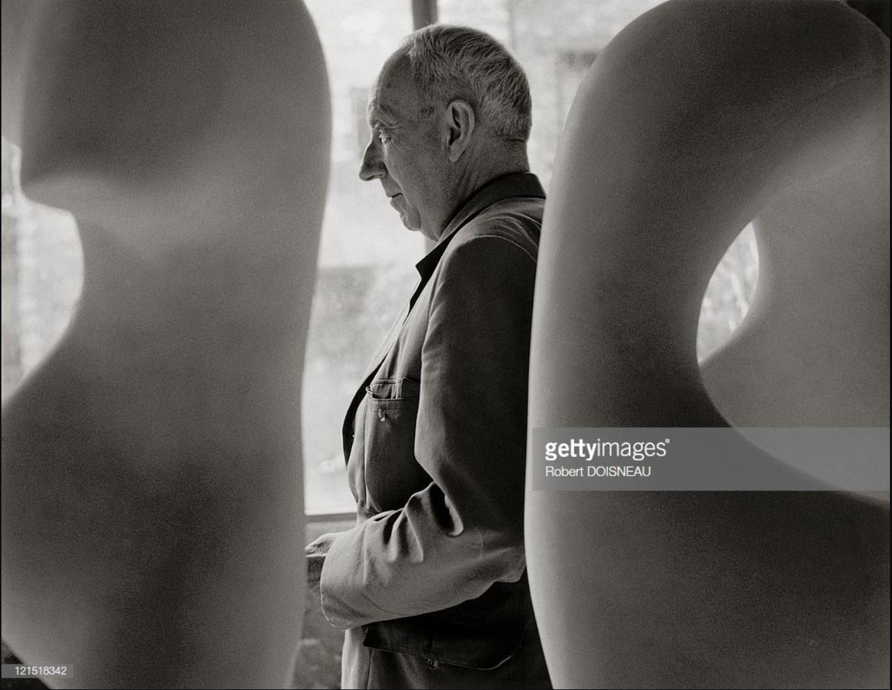 1958. Поэт и художник Жан Арп