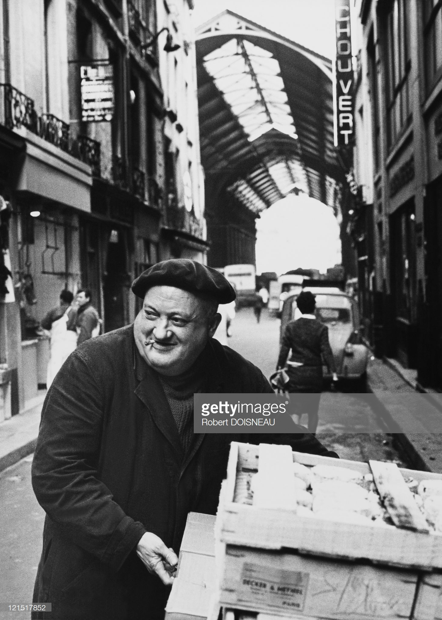 1960. Смеющийся торговец