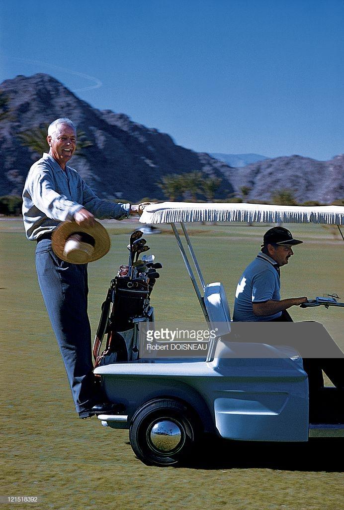 1960. Палм-спрингс. Гольфист в гольфкаре