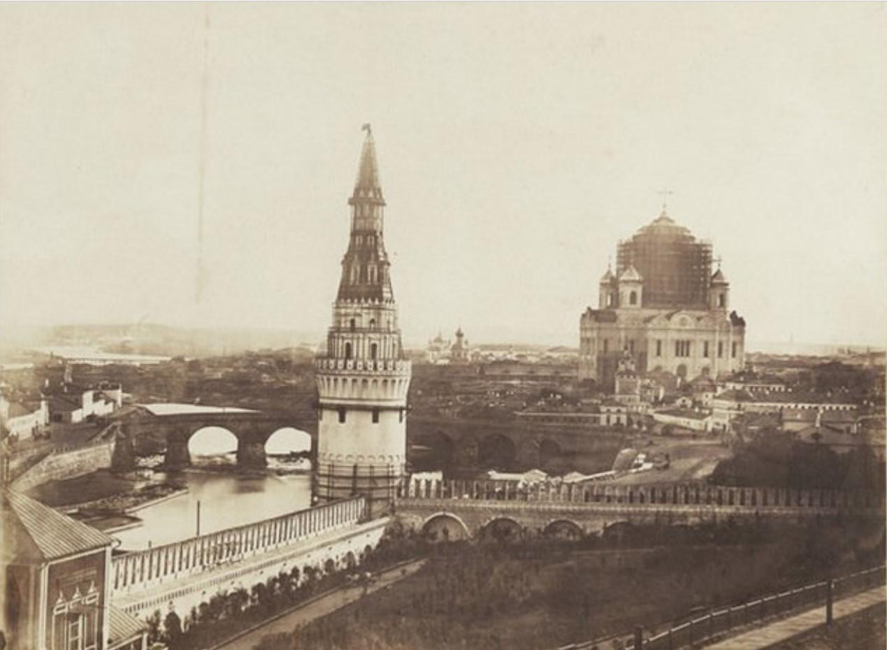 1856. Вид на Замоскворечье из Кремля. На Водовзводной башне – конструкция для иллюминации в честь коронации Александр II