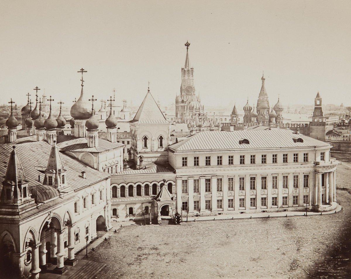 1880-е. Вид в Кремле на Чудов монастырь и Малый Николаевский дворец с колокольни Ивана Великого