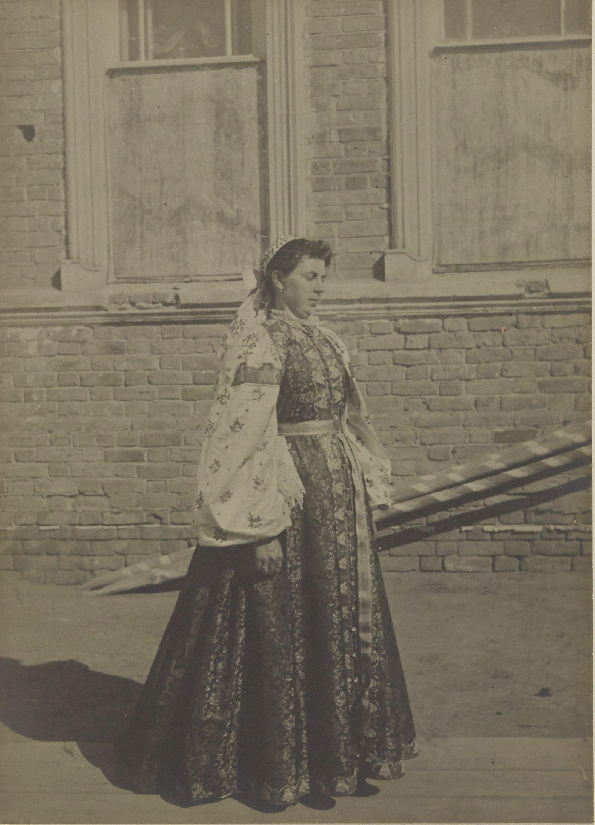 Уральск. Традиционная одежда женщин казаков