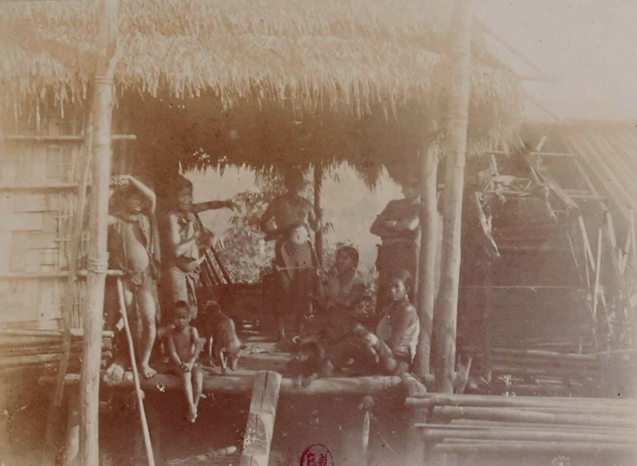 Жены и дочери фобана в Такенге