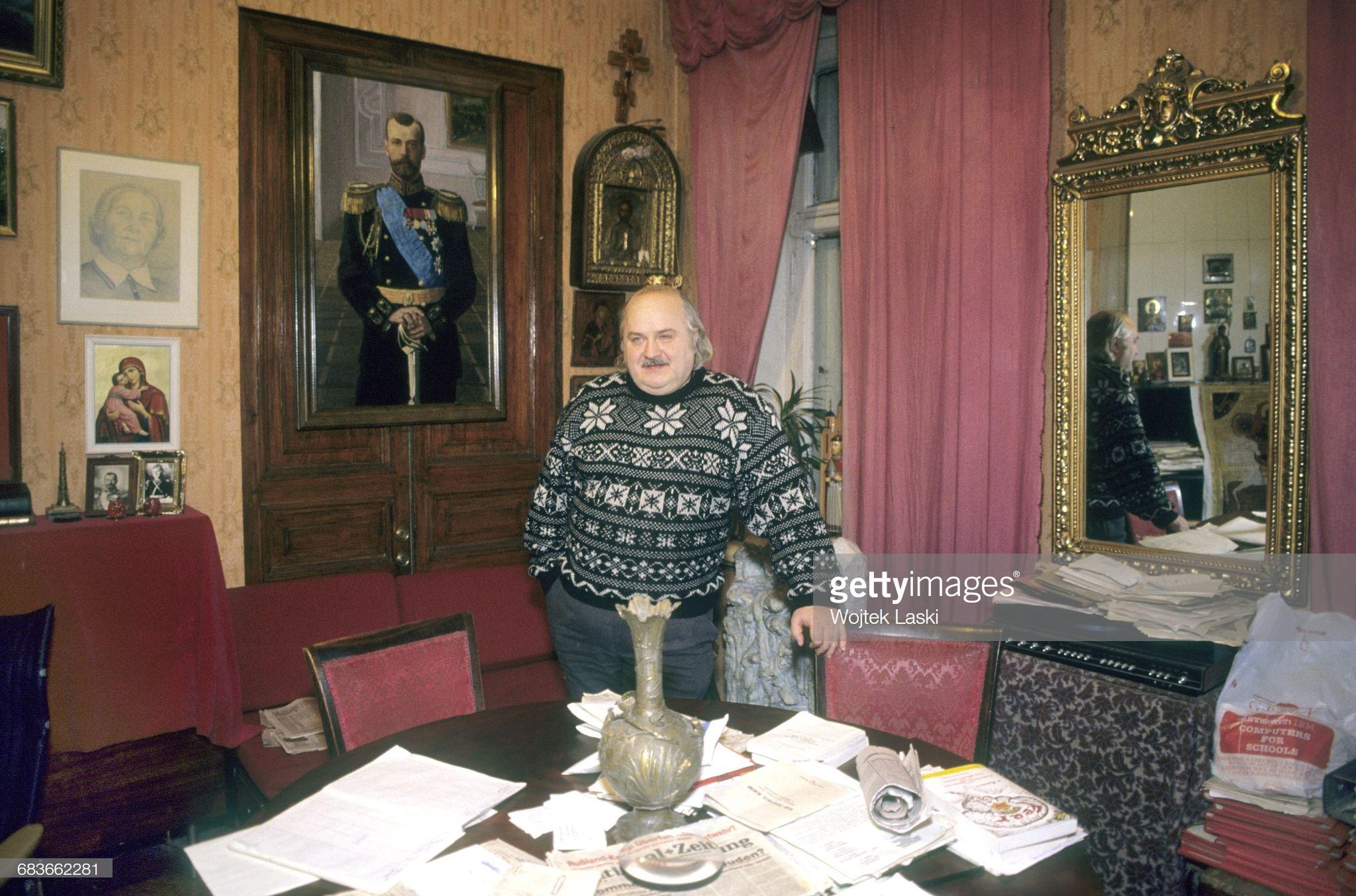 Дмитрий Васильев в своей квартире. Декабрь