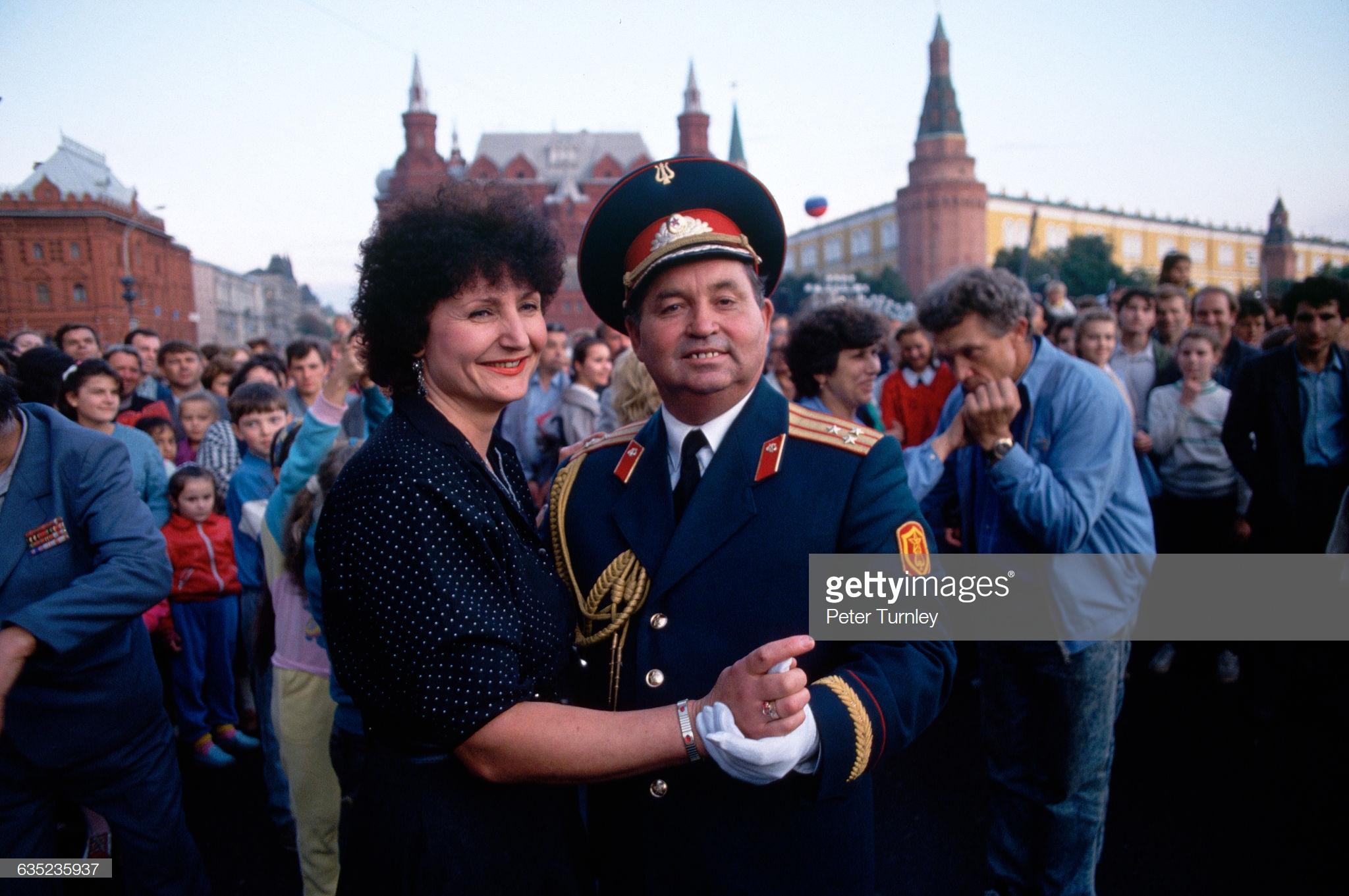 Пара танцует на праздновании Дня Москвы
