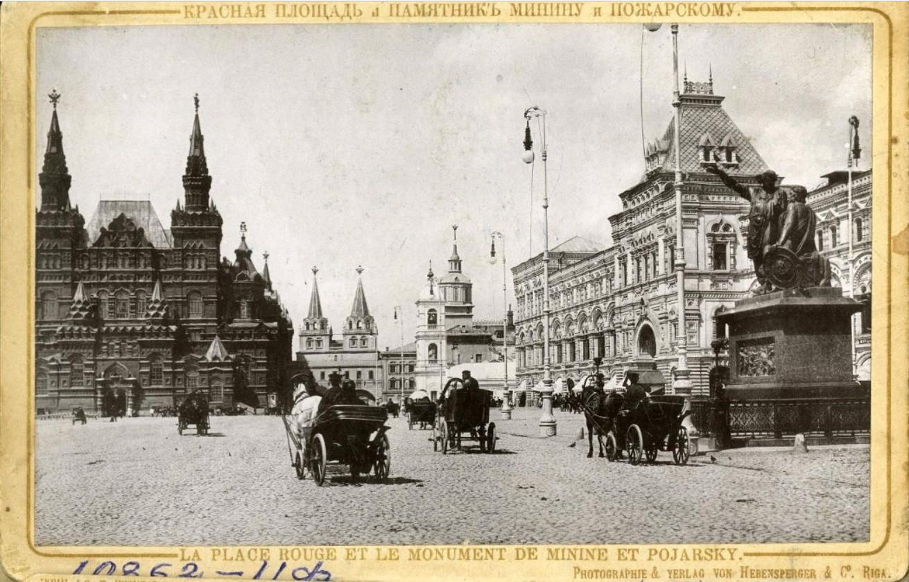 Красная площадь и памятник Минину и Пожарскому