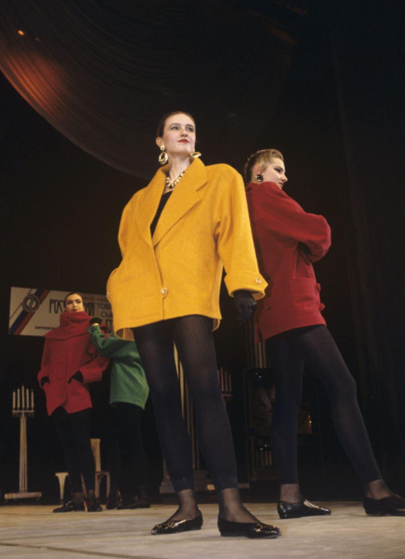 Манекенщицы во время шоу-программы модельера Вячеслава Зайцева