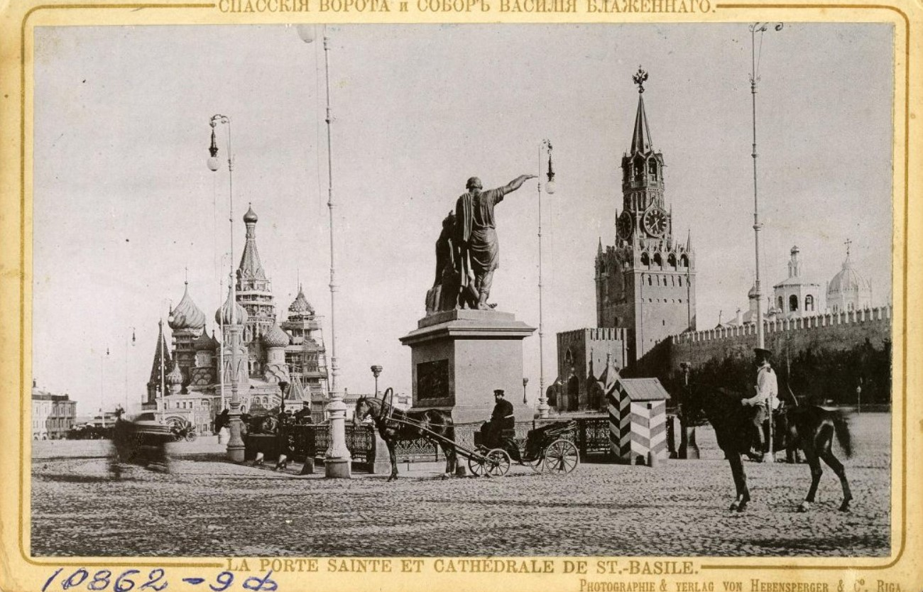 Спасские ворота Кремля и собор Василия Блаженного