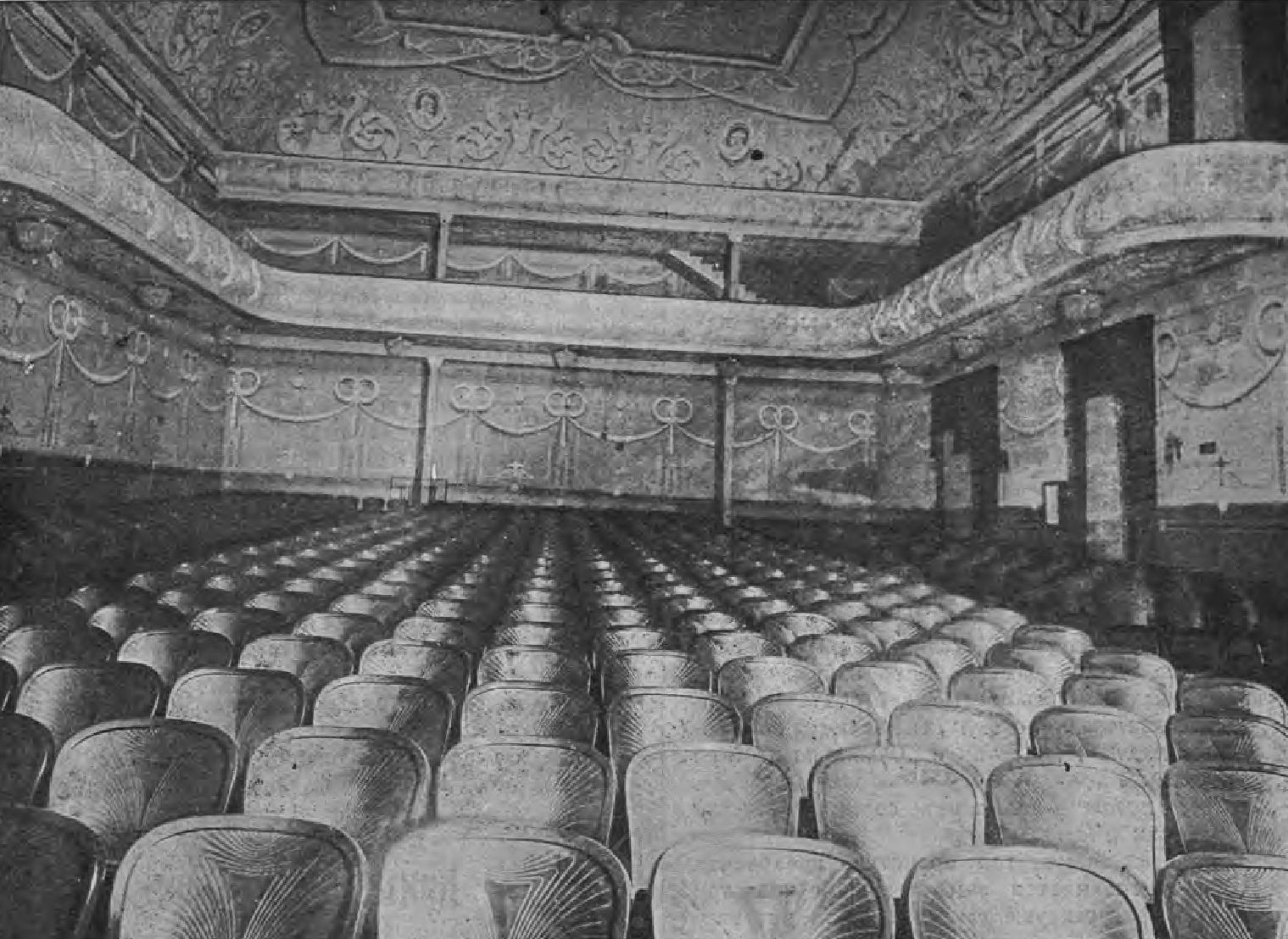 Зал театра «Кино-Паллас». Вид на экран. Вид на 2-х ярусные ложи