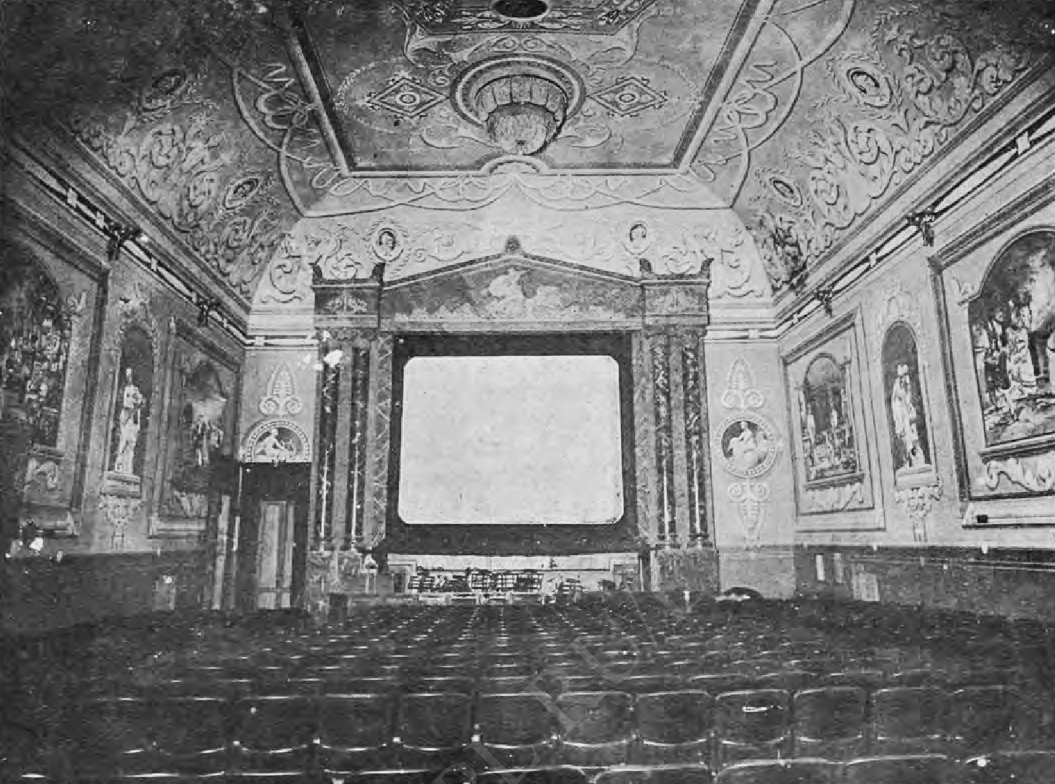 Зал театра «Кино-Паллас». Вид на экран