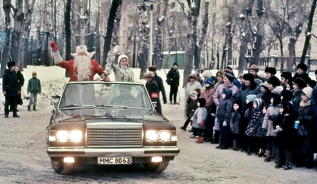 Дед Мороз у ДК ЗиЛ
