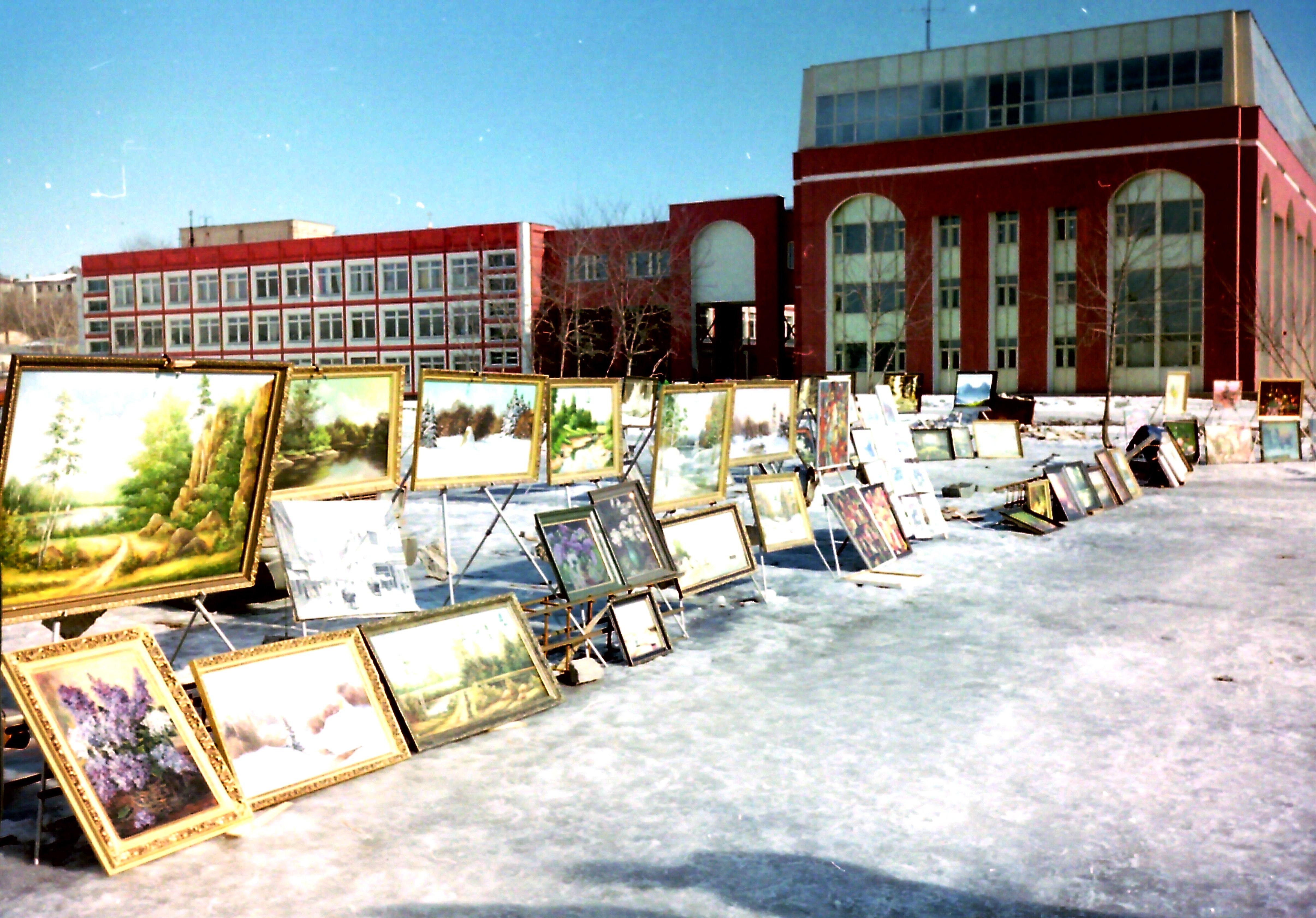 Продажа картин на Крымской набережной