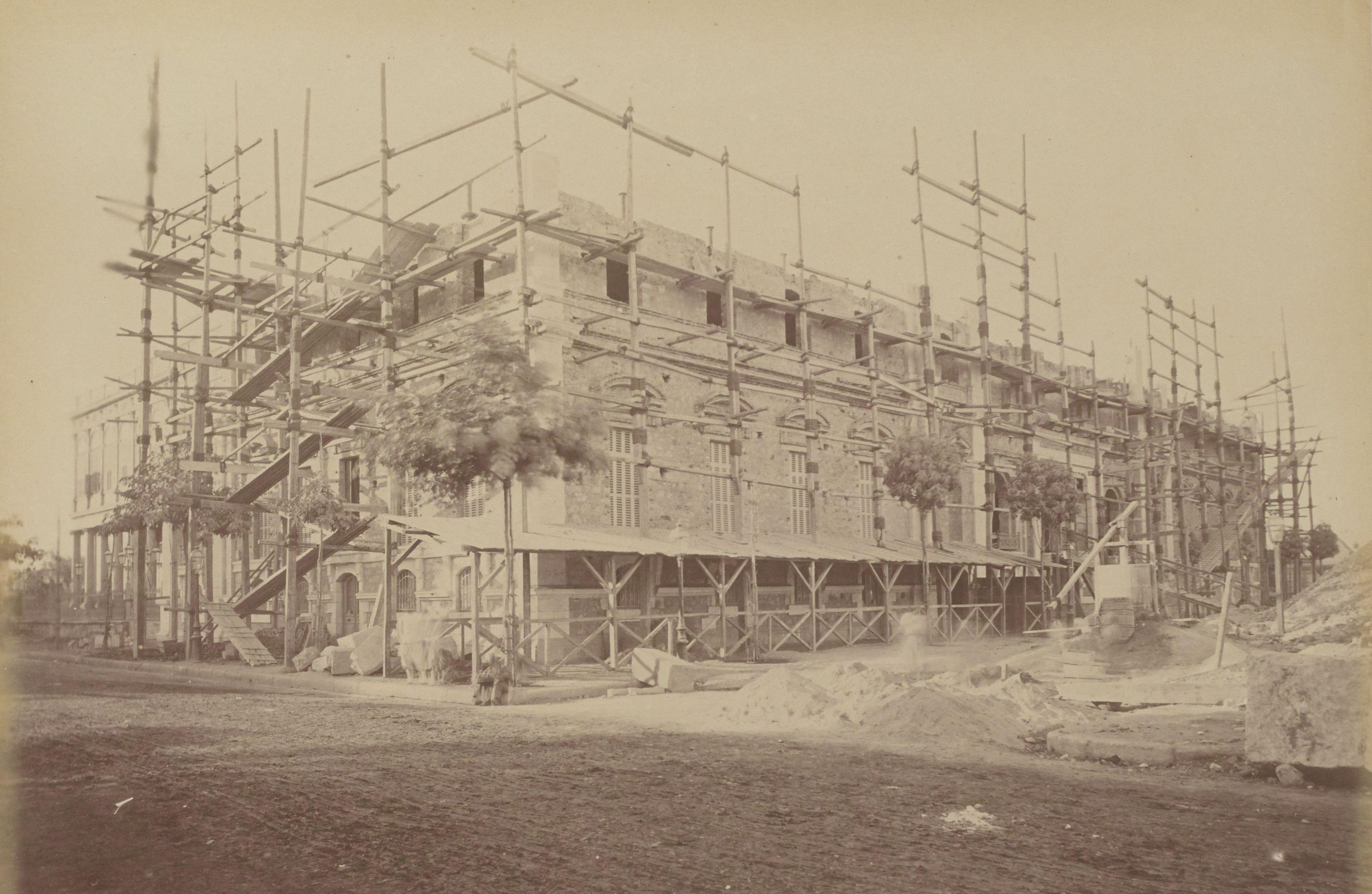 30. Строительство здания Маттатии на месте старого цирка за Оперным театром