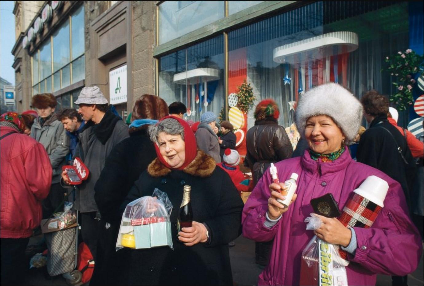 Частные торговцы в начале Тверской улицы