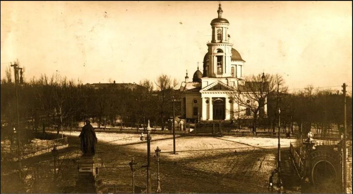 Вид с 1-ой Соборной улицы на Собор Григория Просветителя